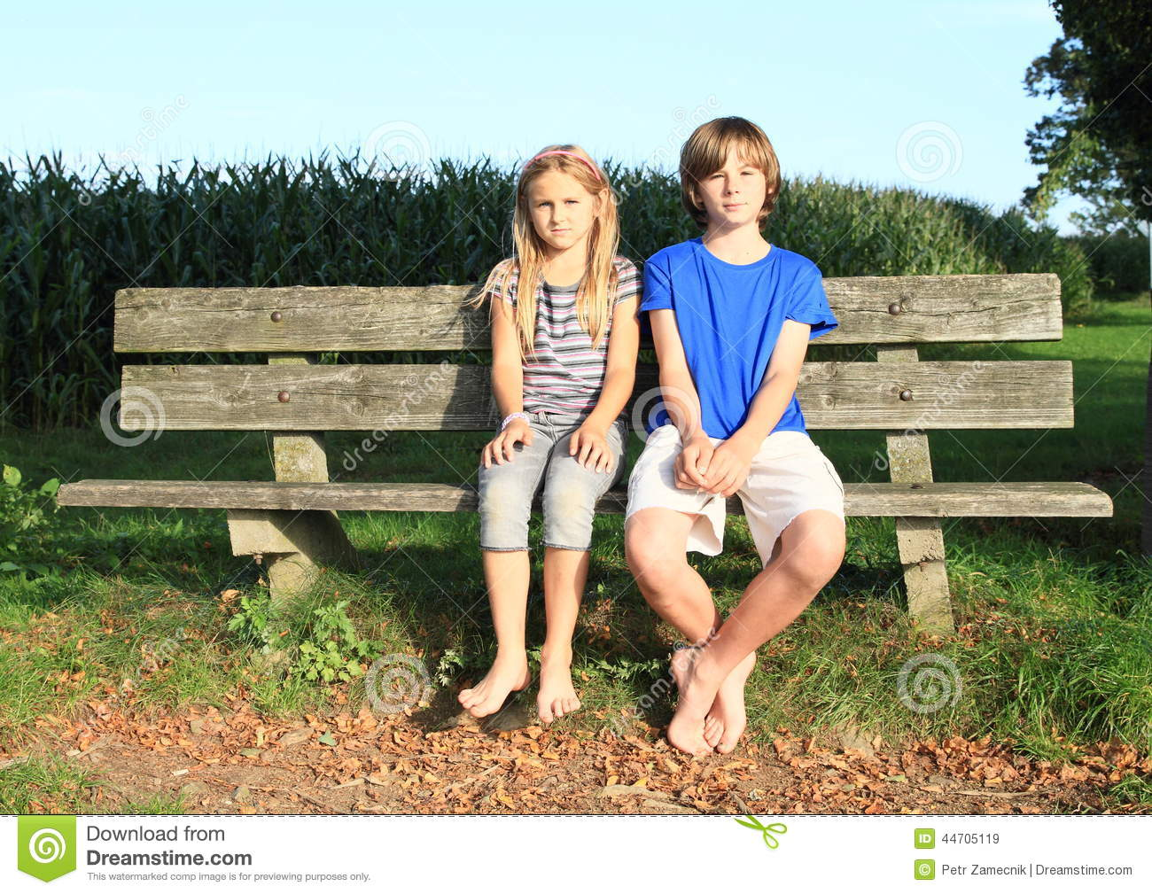 Little Kids Girl And Boy Sitting On A Bench Stock Photo  : little kids girl boy sitting bench cute barefoot wooden corn field behind 44705119 from www.dreamstime.com size 1300 x 1009 jpeg 248kB