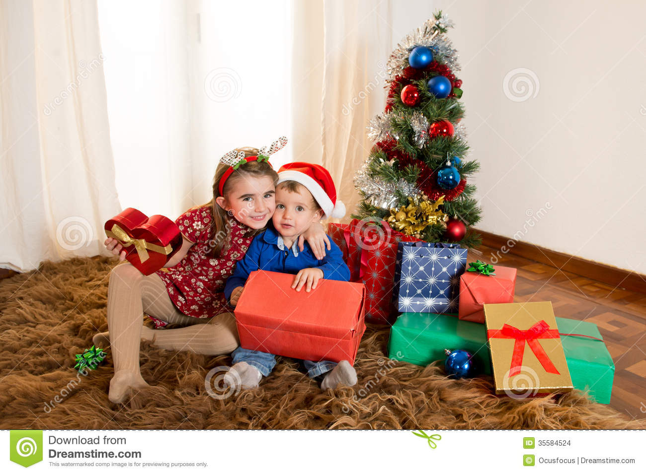 Little Kids On Rug Opening Christmas Presents Stock Images - Image ...