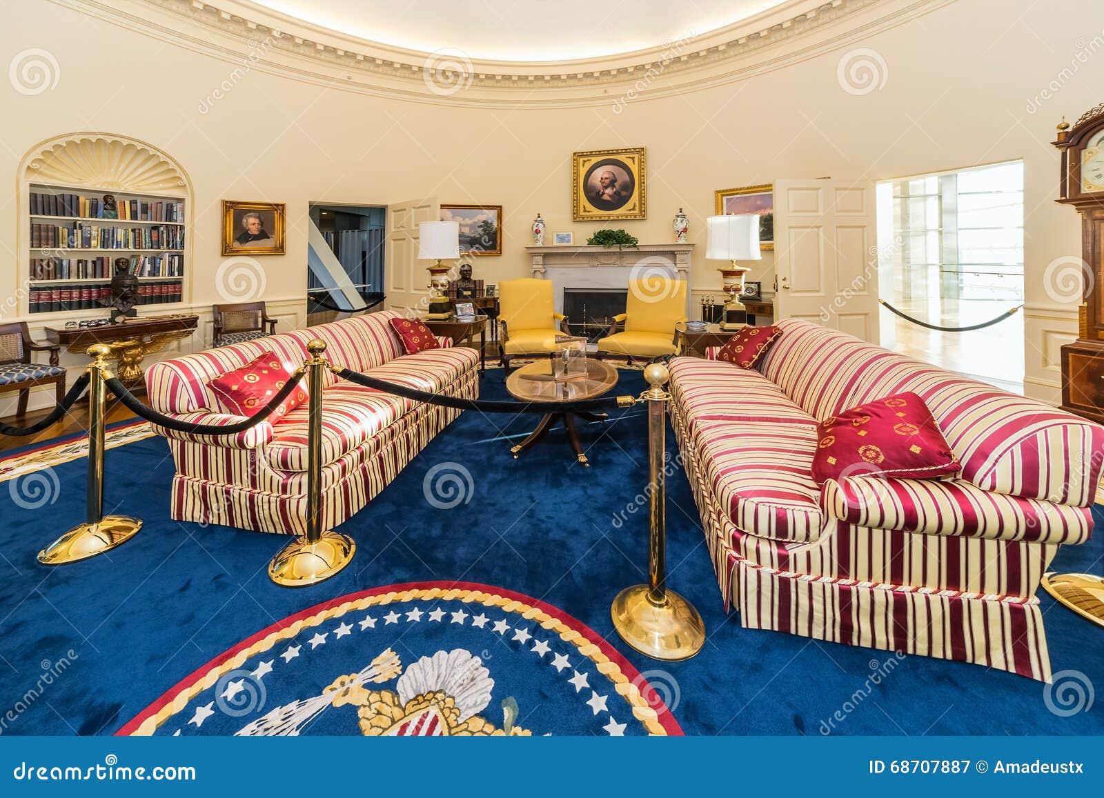 little rock ar usa circa februari 2016 replica van het ovale bureau van het witte huis in. Black Bedroom Furniture Sets. Home Design Ideas