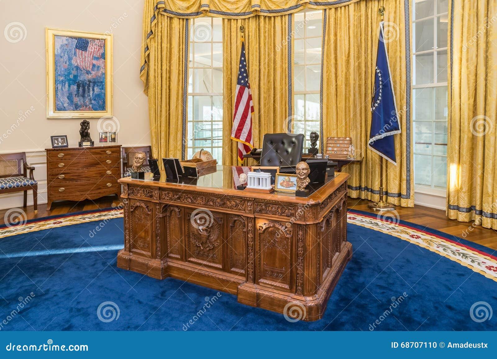 Dans le bureau oval de la maison blanche le président eisenhower