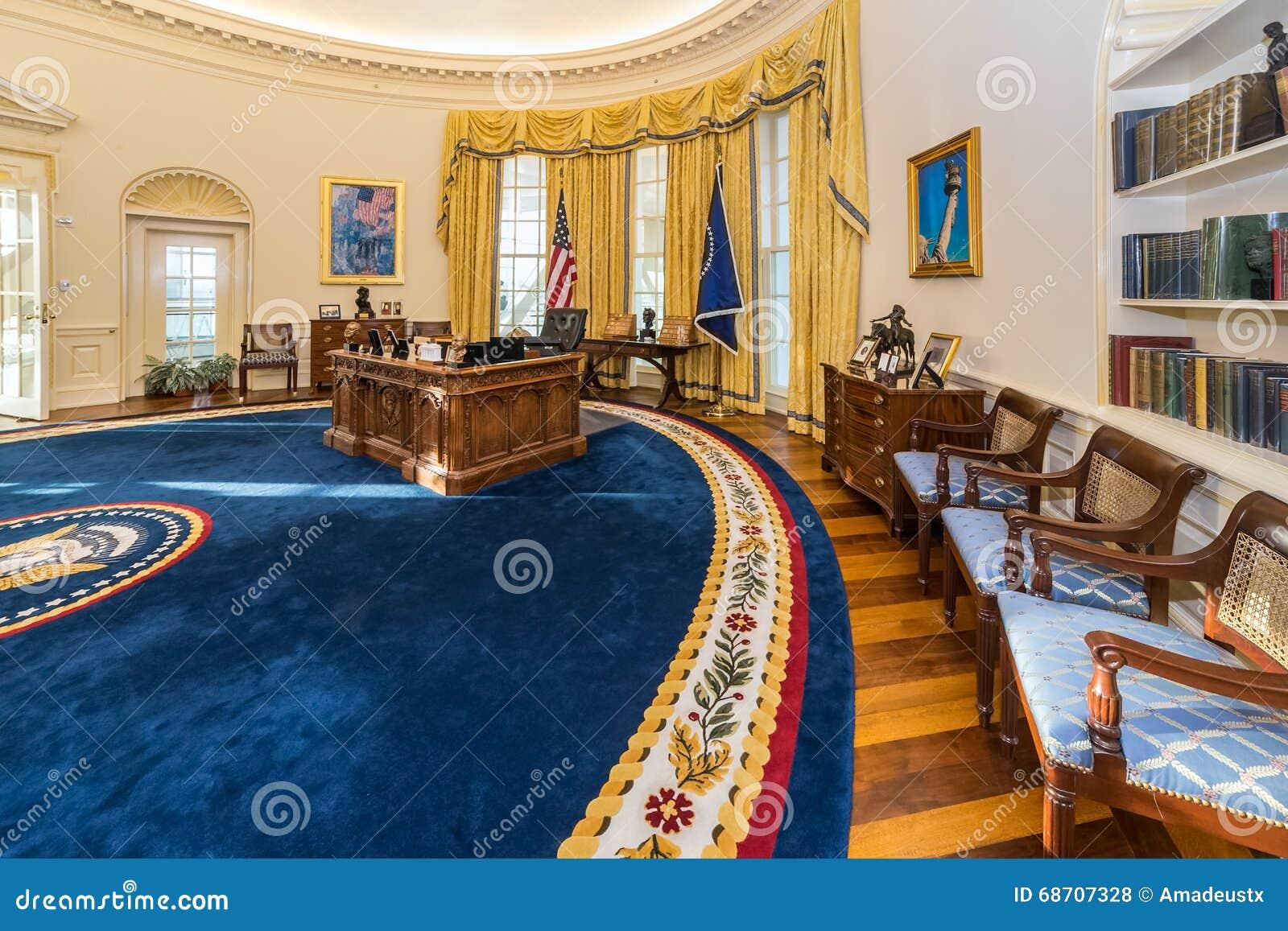 little rock ar usa vers en f vrier 2016 reproduction du bureau ovale de la maison blanche. Black Bedroom Furniture Sets. Home Design Ideas