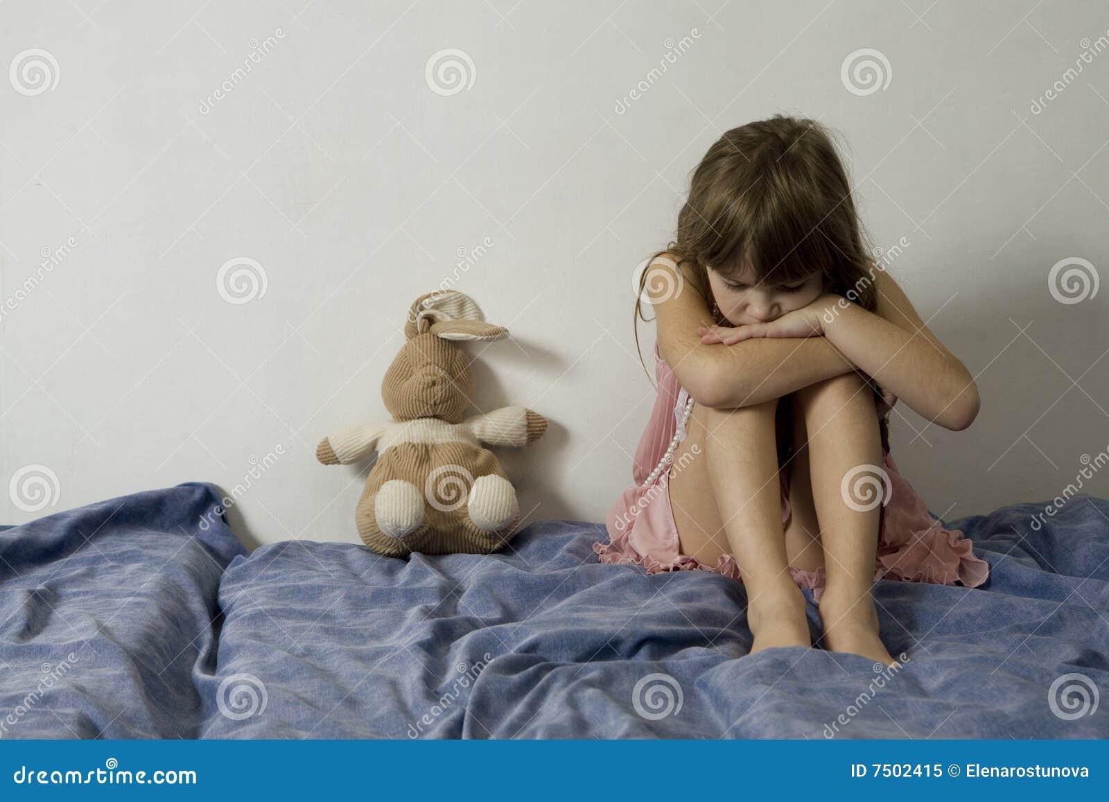 Перевозбужденная мамаша соблазняет спящего сына