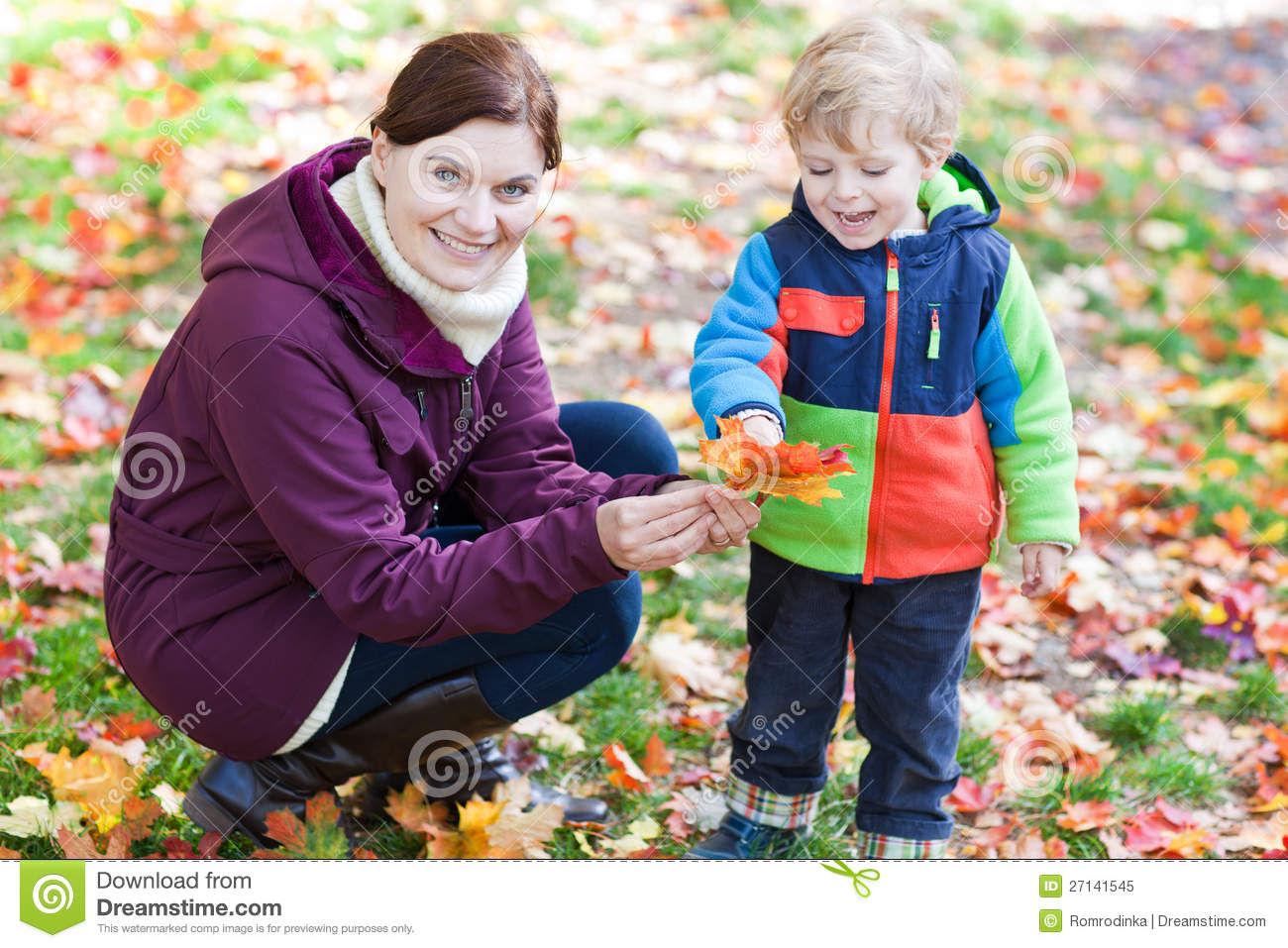 Little toddler and young mother in autumn park