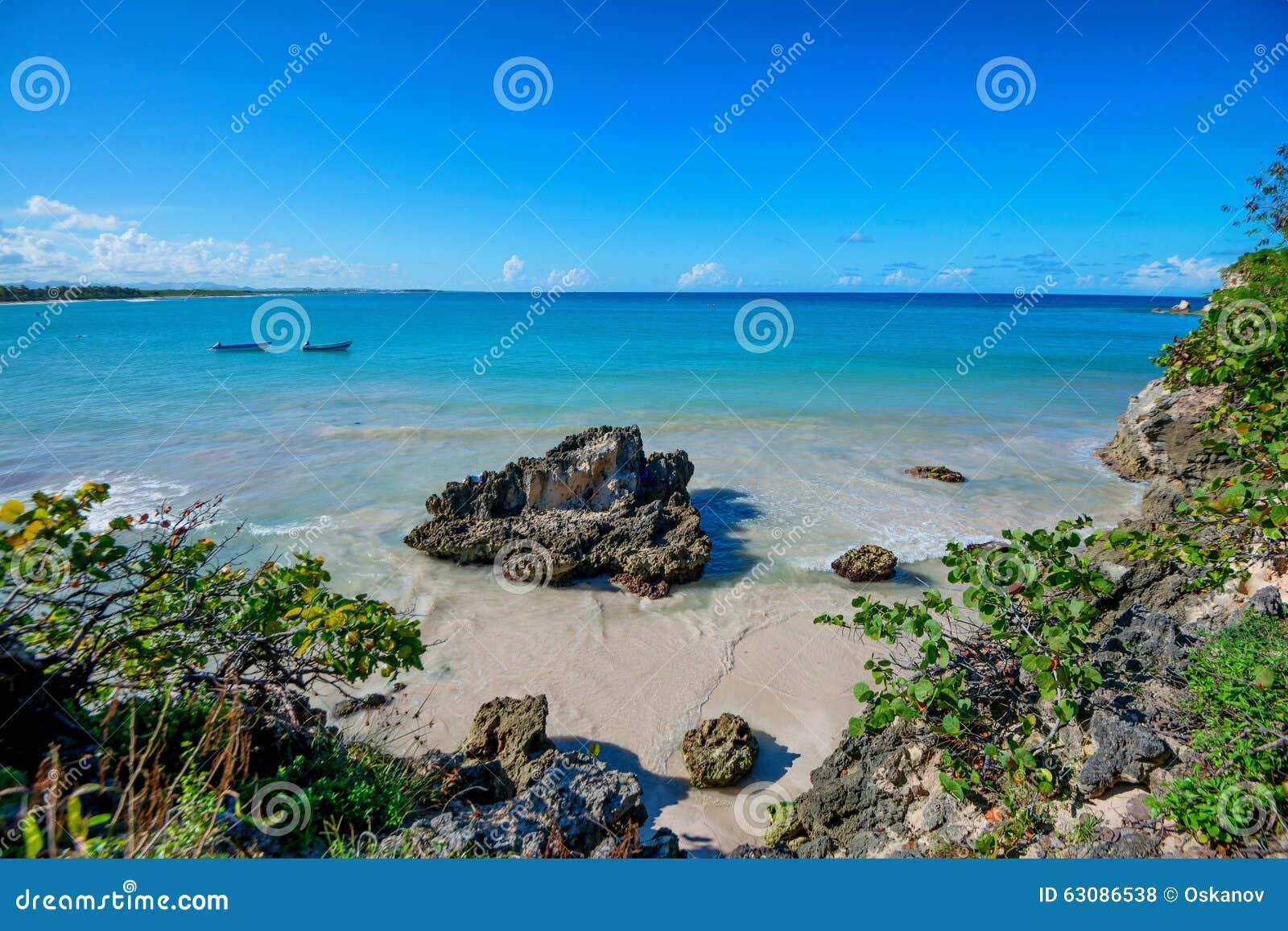 Download Littoral tropical d'océan photo stock. Image du lagune - 63086538