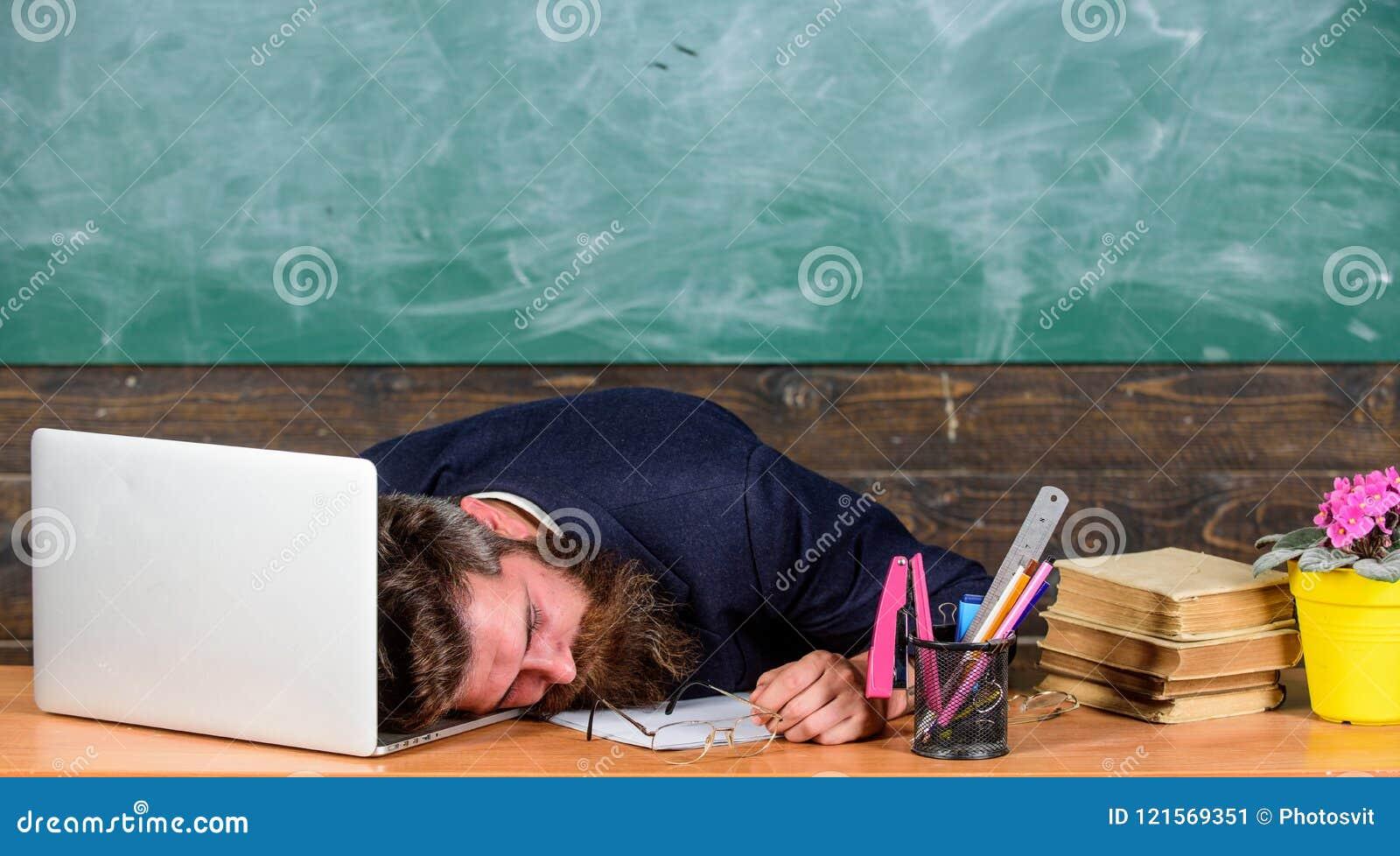 Liv av att evakuera för lärare Fall sovande på arbete Mer stressad arbete för utbildare än genomsnittligt folk På hög nivå trötth