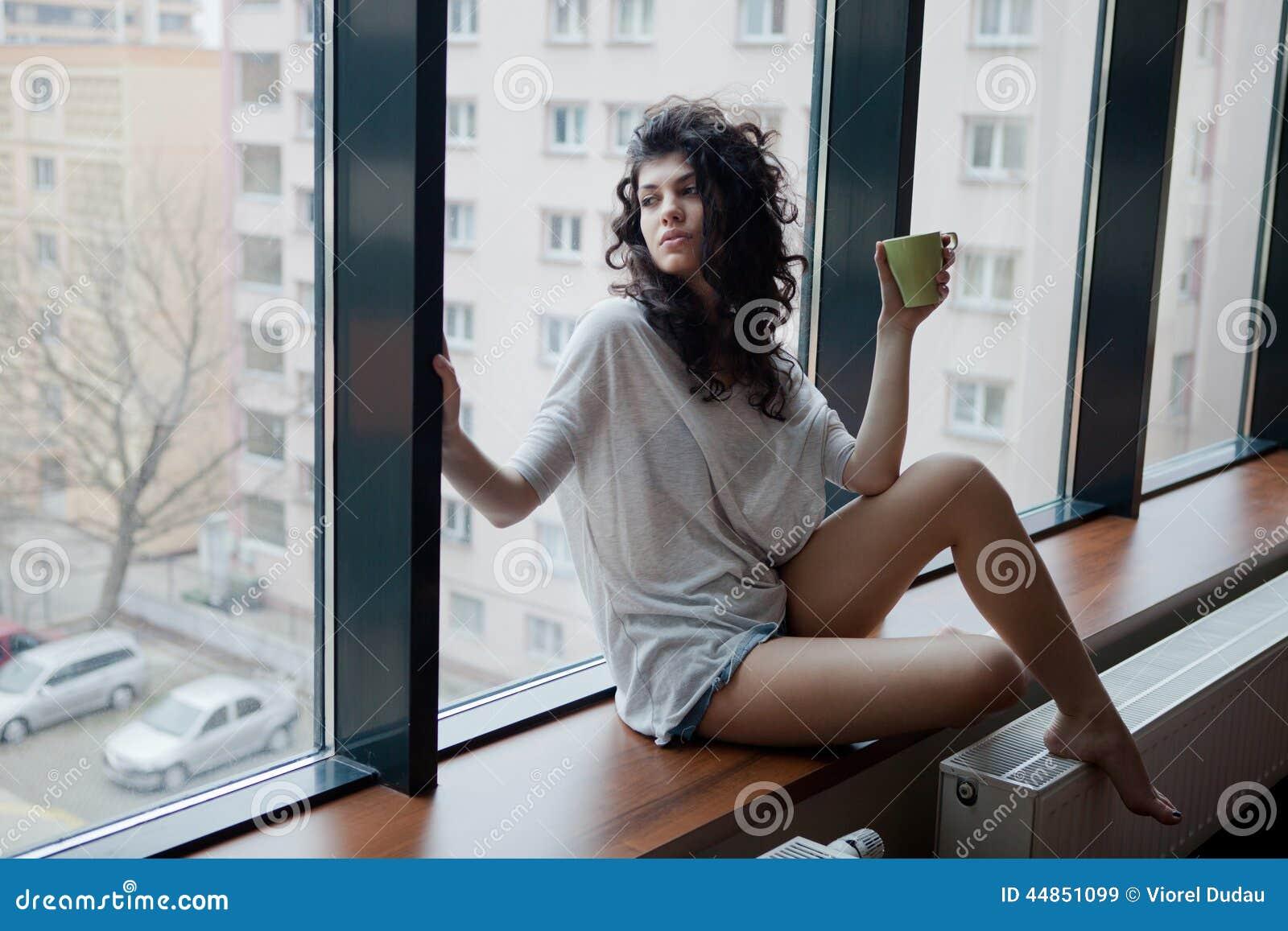 Liv i storstaden - fundersam kvinna