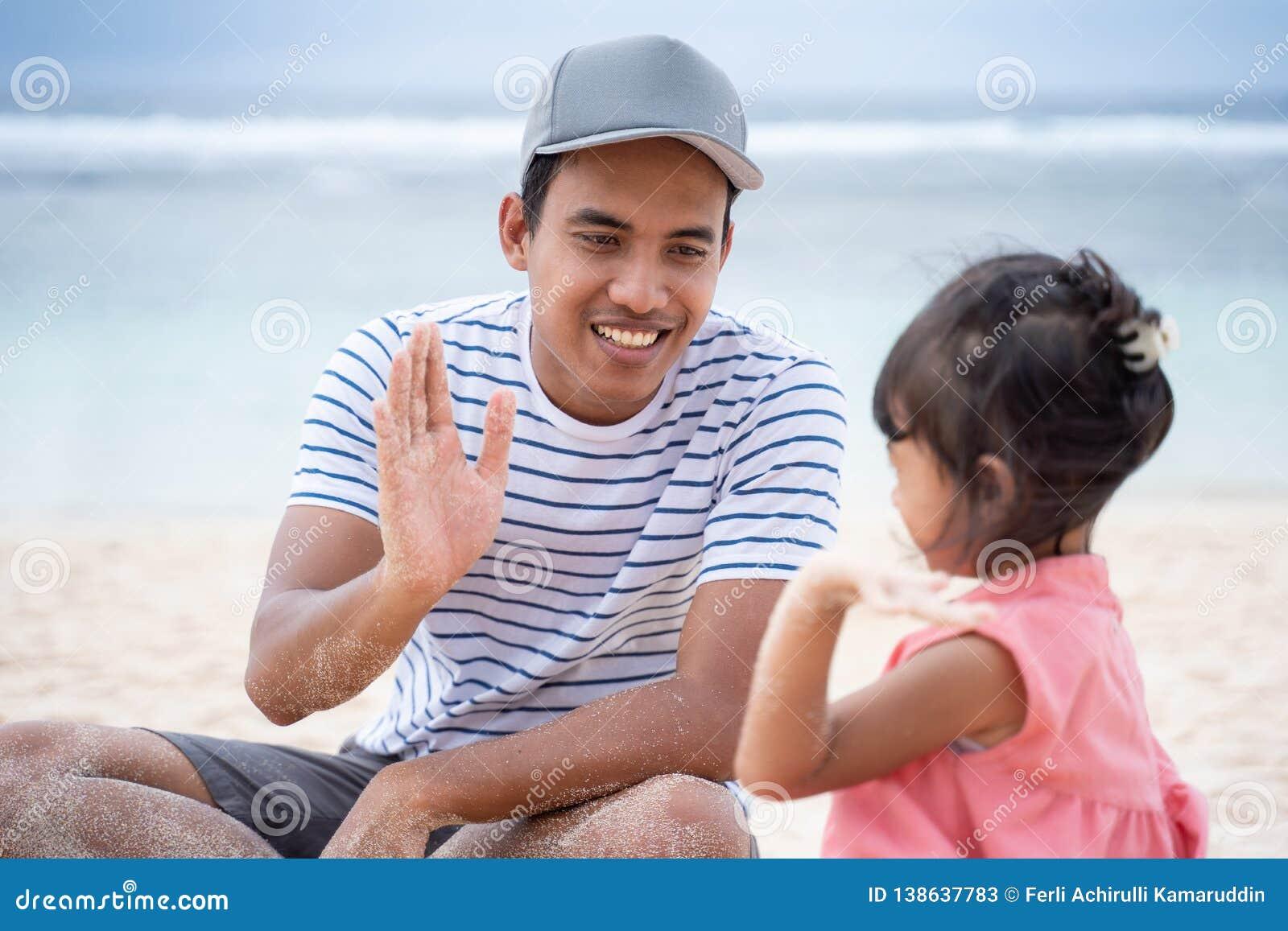 Livello cinque della figlia e del padre