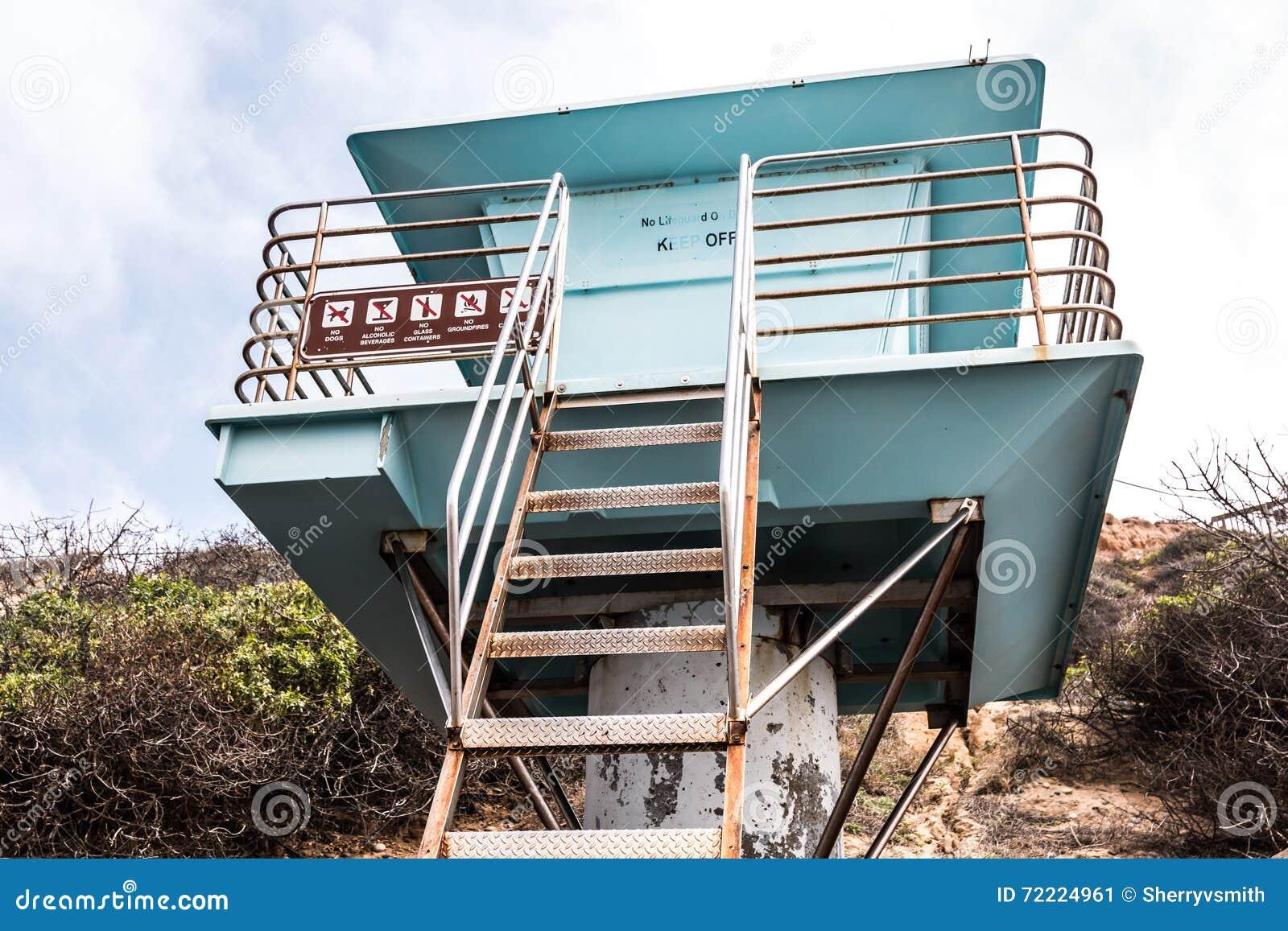 Livräddare Tower på den södra Carlsbad statliga stranden