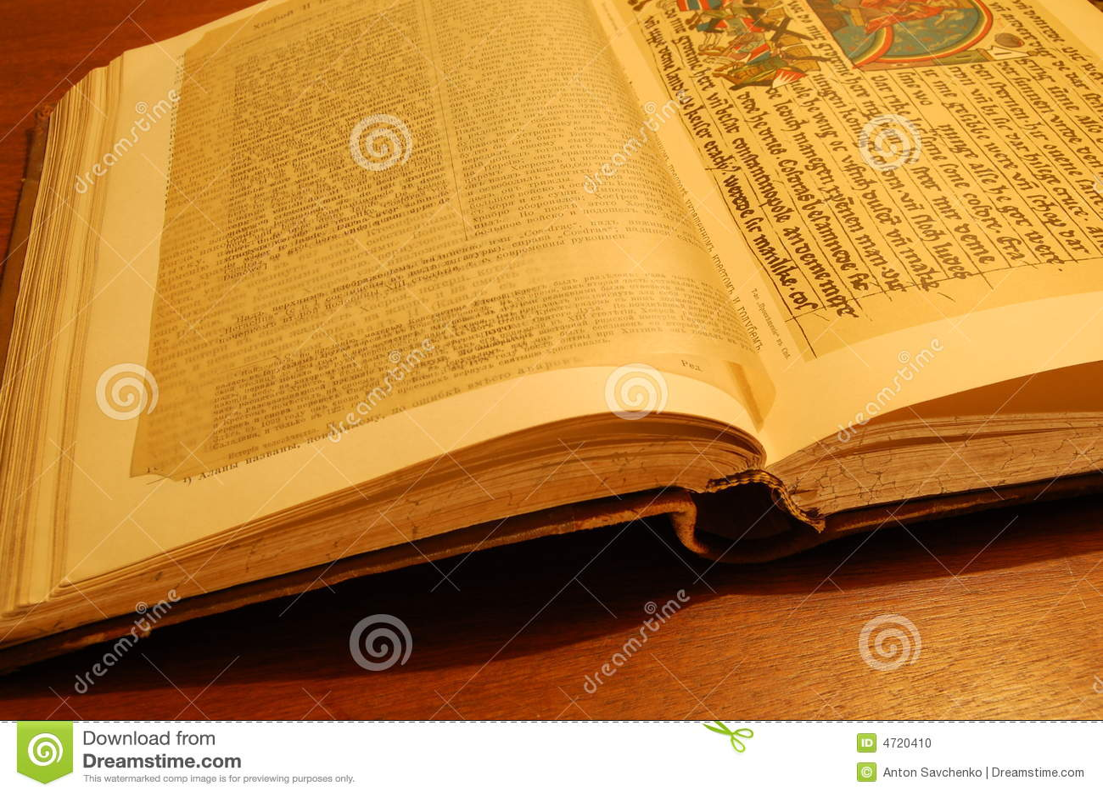 Livre Ancien Sur Une Table Photo Stock Image Du