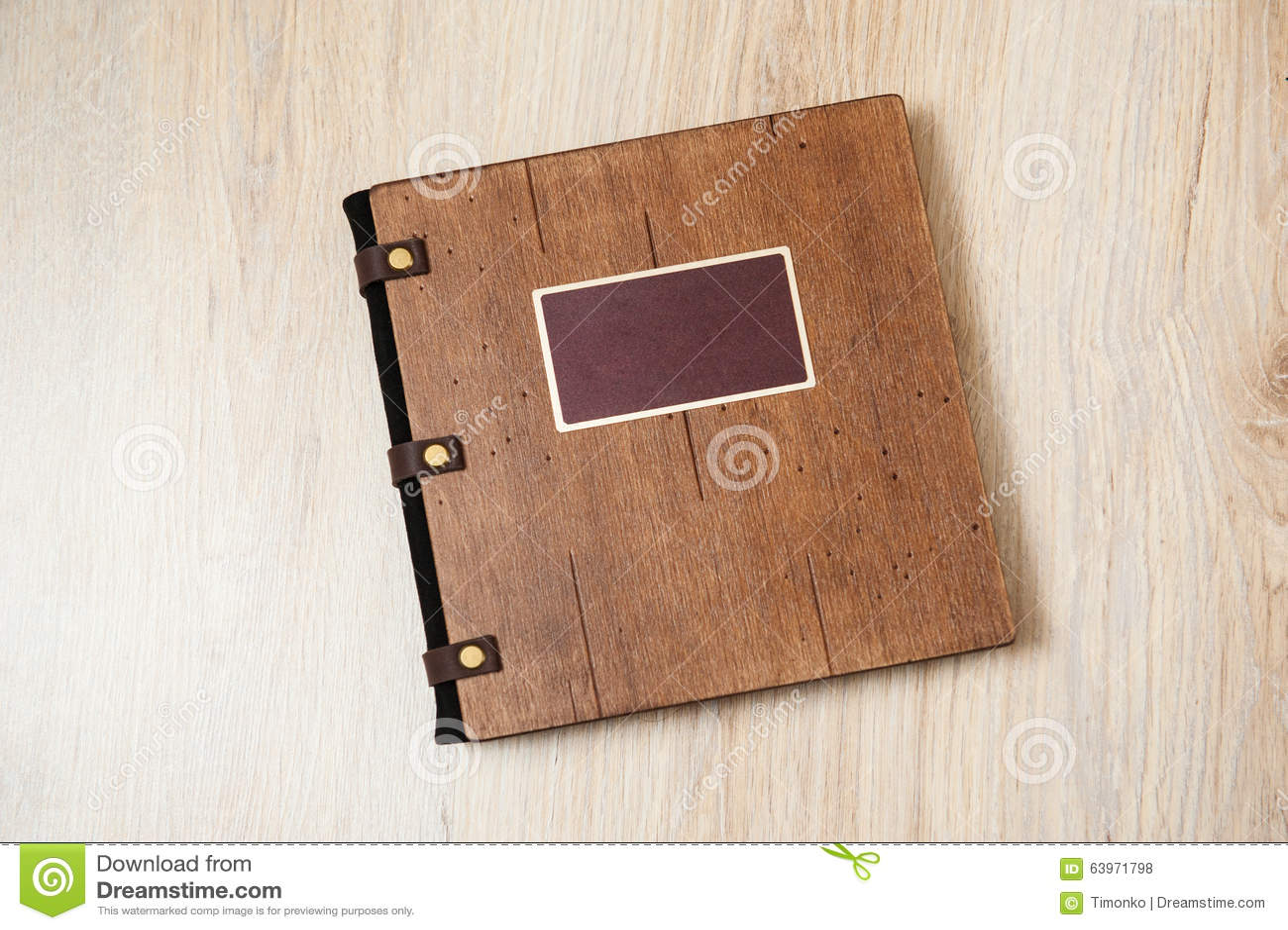 Livre De Photo Dans Une Couverture En Bois Brune Photo Stock