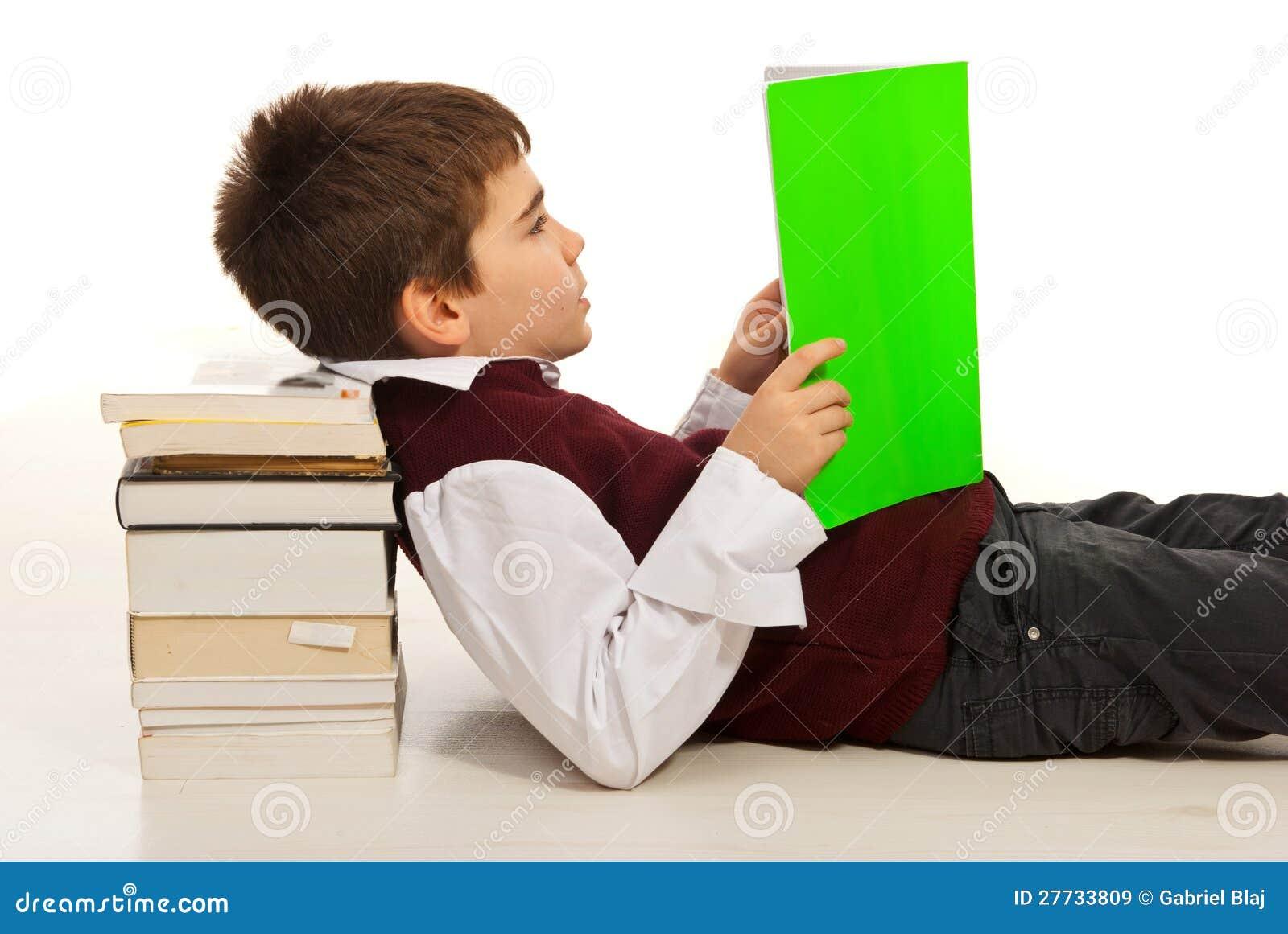 Livre de relevé de garçon d étudiant