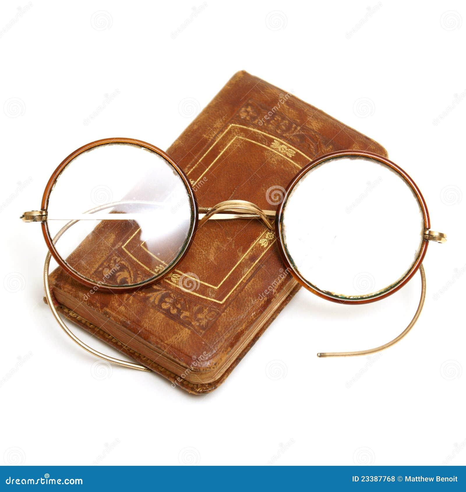 95104cf36f Livre et lunettes antiques photo stock. Image du littéraire - 23387768