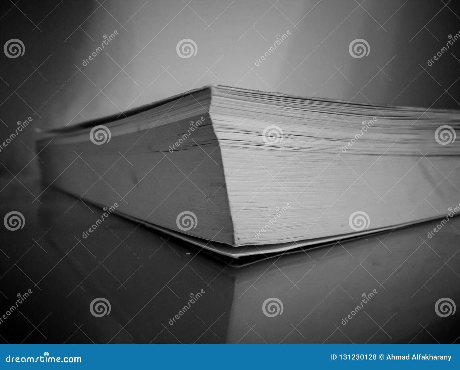 Livre Noir Et Blanc De Mystere Photo Stock Image Du Blanc