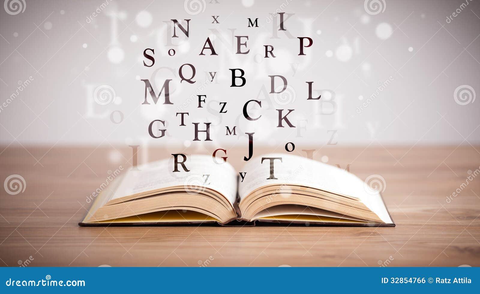 livre lettre Livre Ouvert Avec Des Lettres De Vol Photo stock   Image du mouche  livre lettre