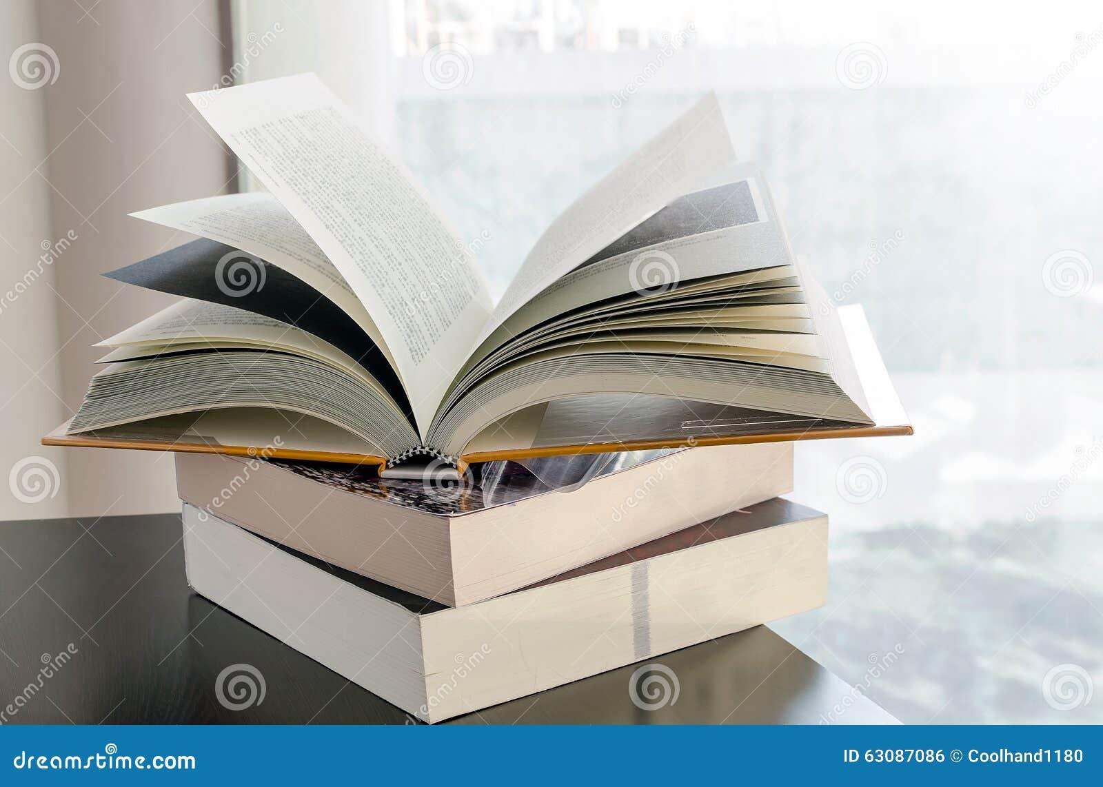 Download Livres photo stock. Image du pile, recherche, ramassage - 63087086