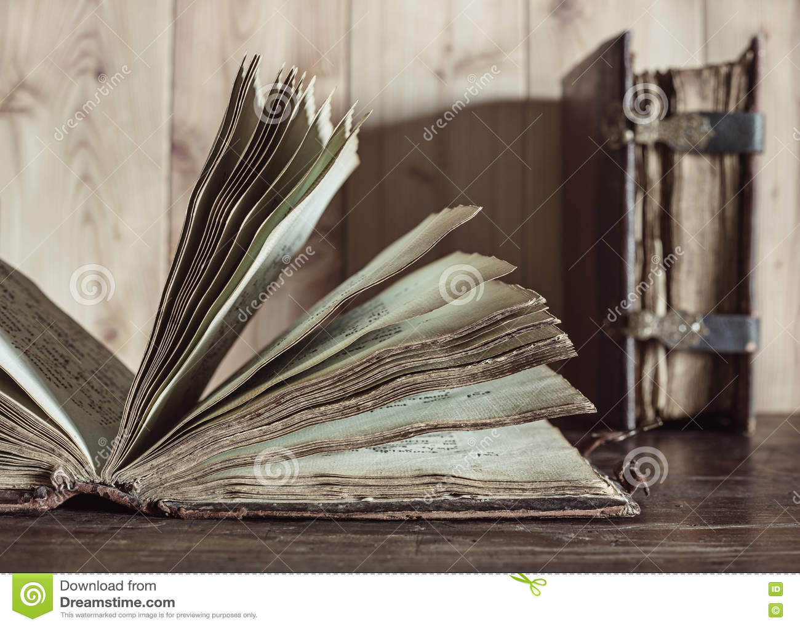 Livres Anciens Pages Avec Le Texte Photo Stock Image Du