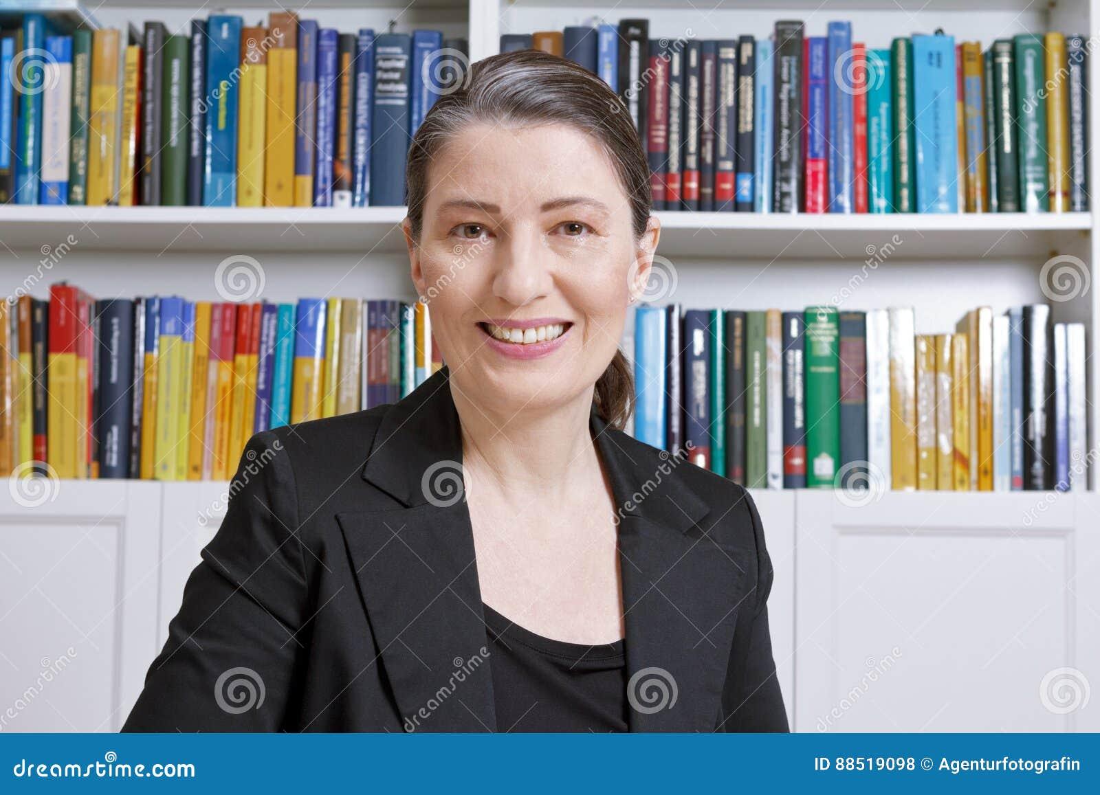 Livres de bureau de comptable d avocate de femme d affaires