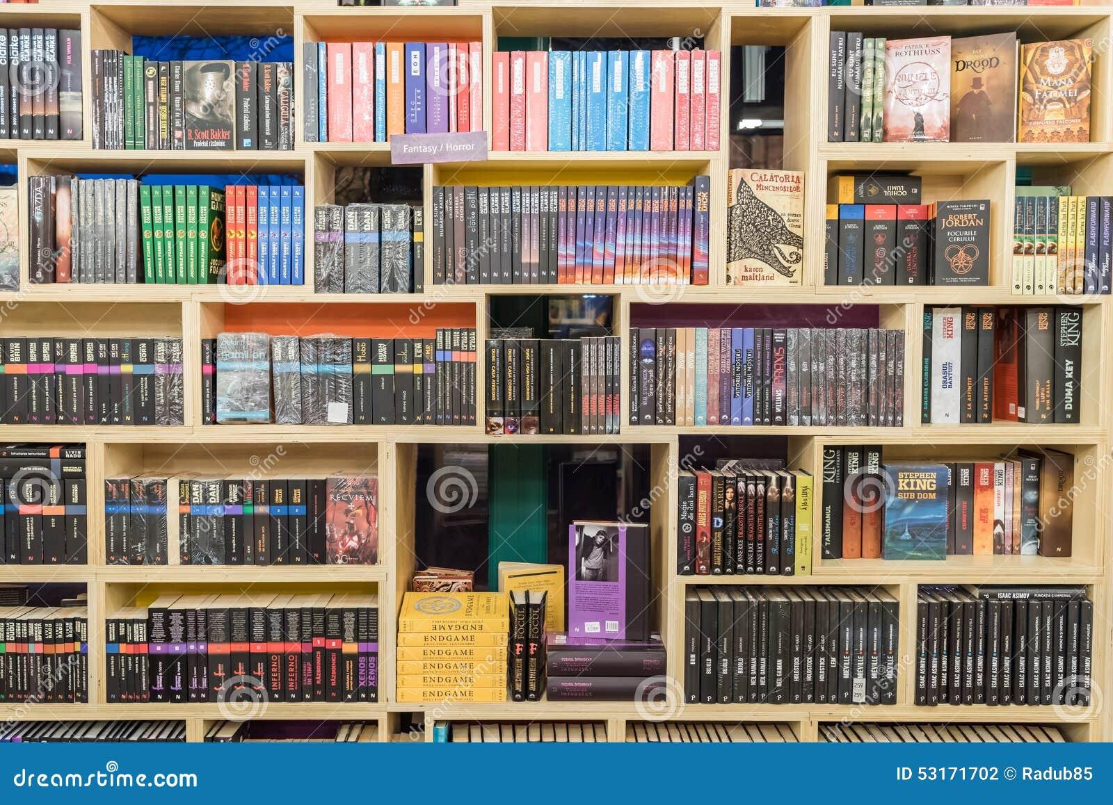 livres internationaux de la science fiction sur l 39 tag re de biblioth que photographie ditorial. Black Bedroom Furniture Sets. Home Design Ideas