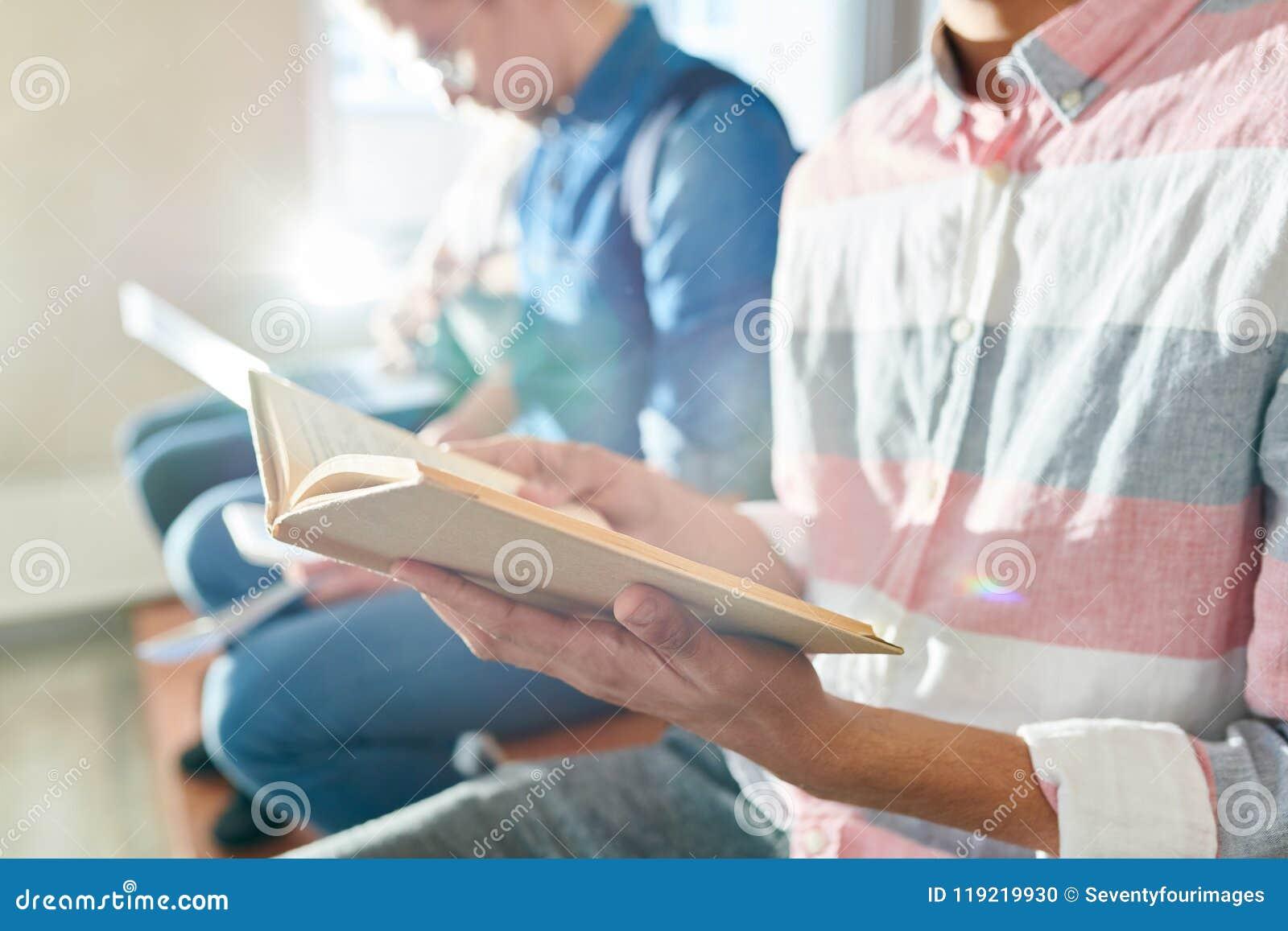 Livro de leitura antes do exame