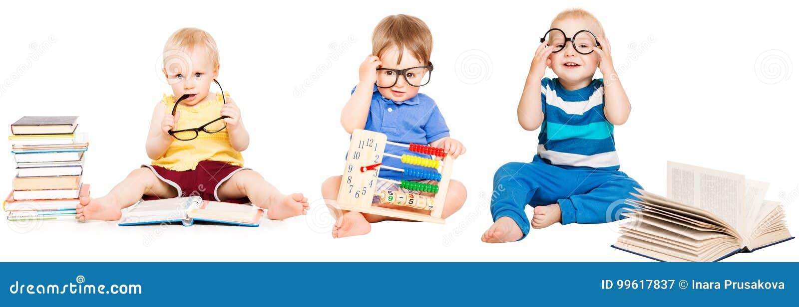 Livro de leitura do bebê, educação adiantada das crianças, grupo esperto das crianças