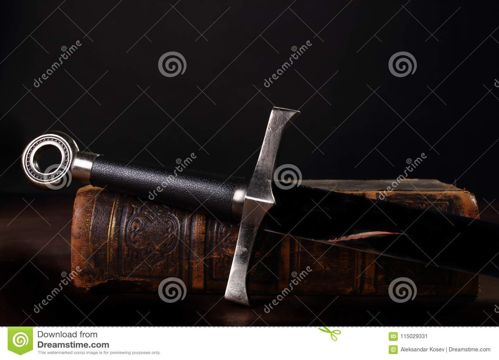 Livro e espada