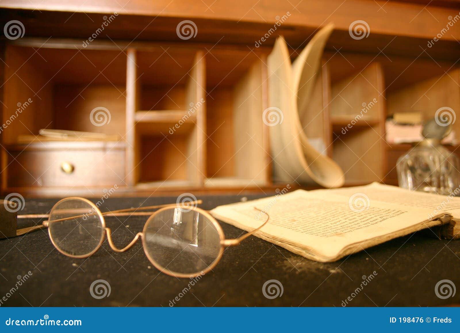 Livro e vidros
