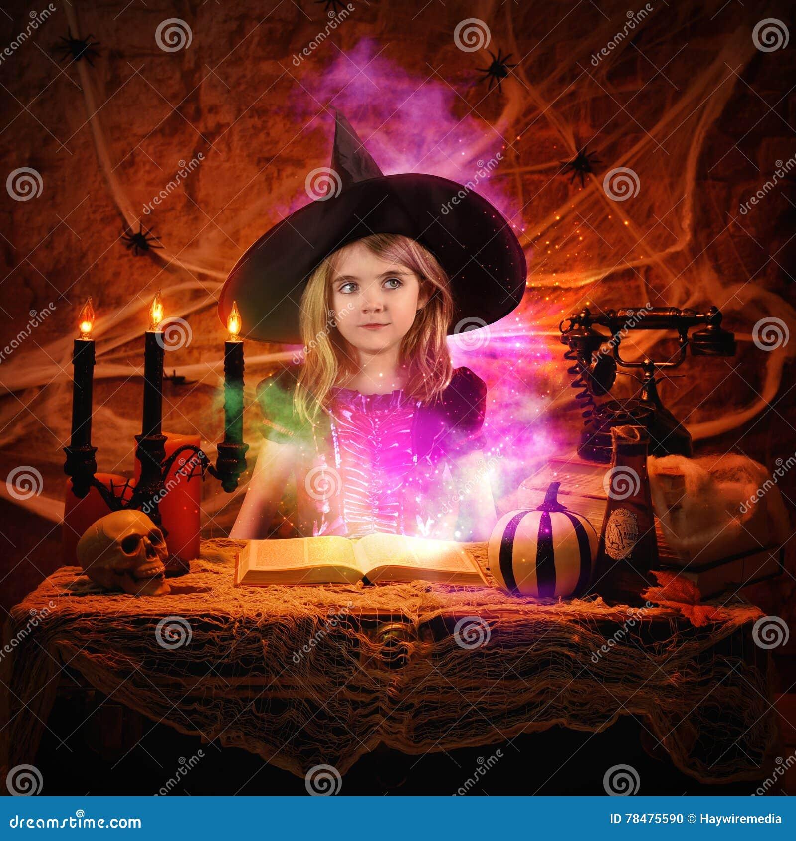 Livro mágico do período da leitura da bruxa