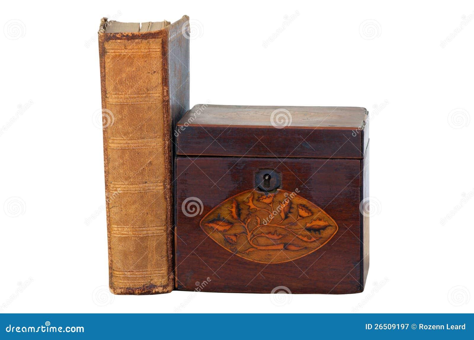 Livro velho e caixa