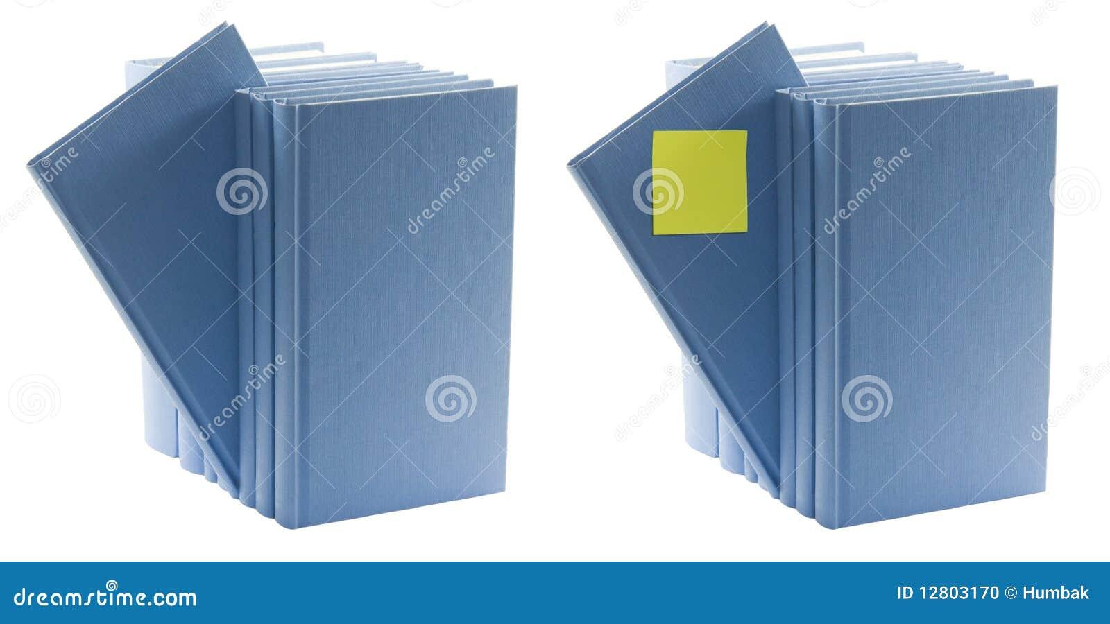 Livros azuis com etiqueta