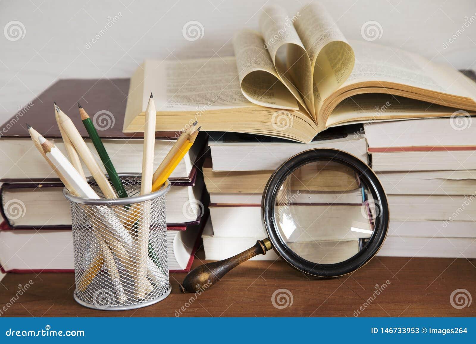 Livros e a lupa
