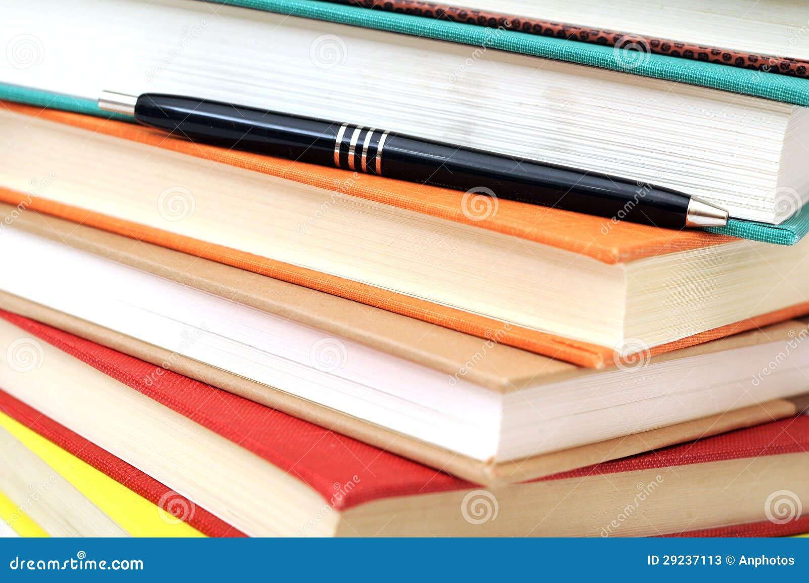 Download Livros e pena imagem de stock. Imagem de lápis, saudável - 29237113