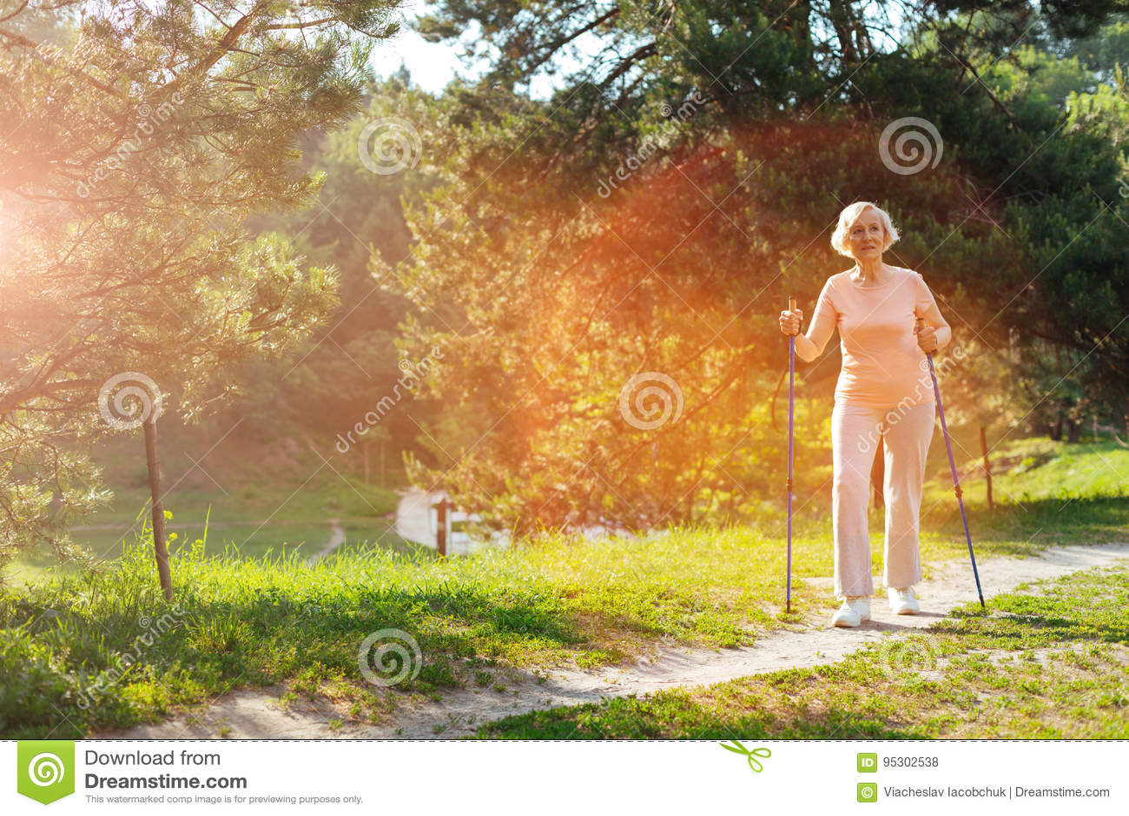 Livsstil för åldrig kvinna för realitet ledande sund