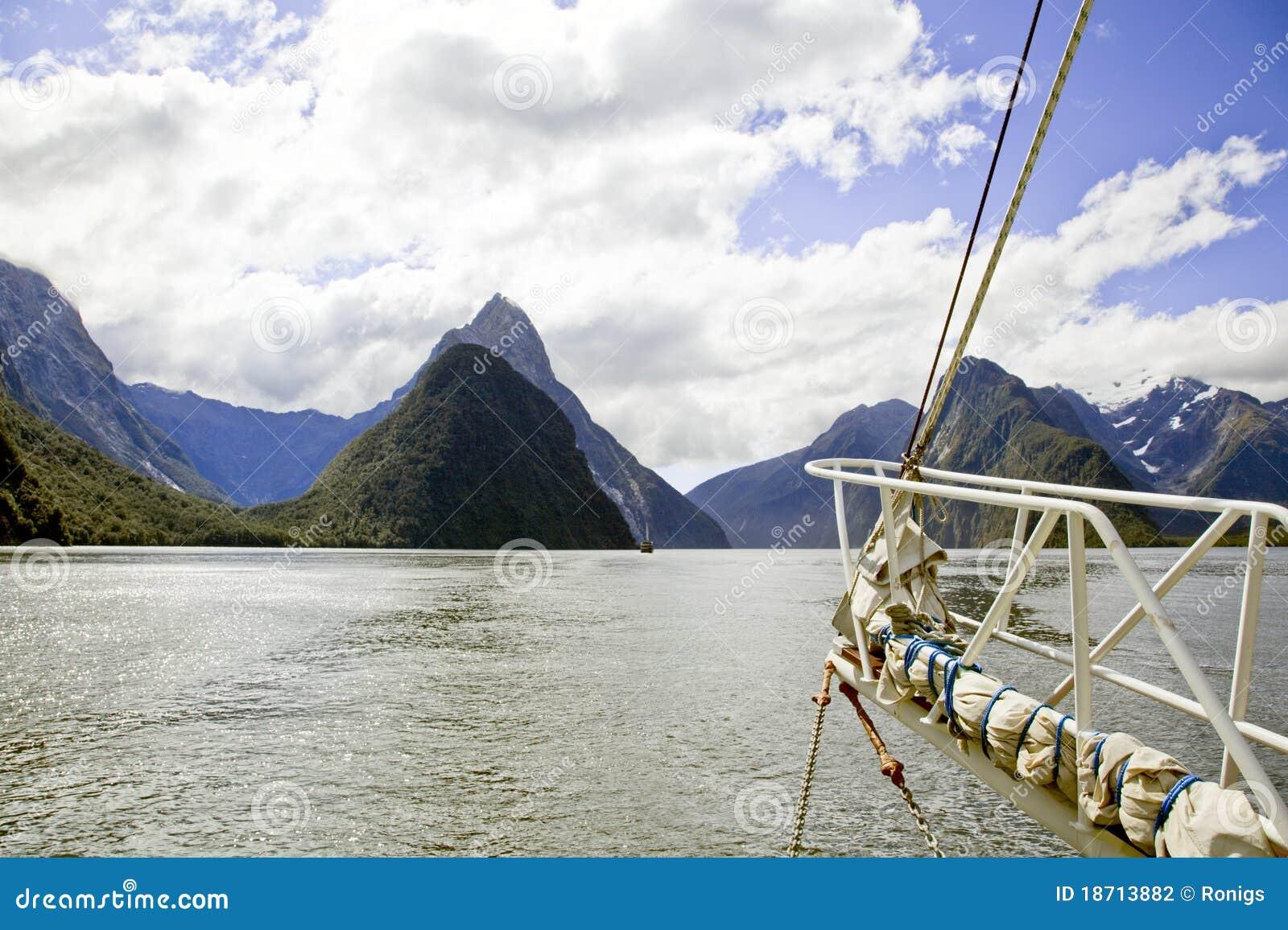 Ljuder den nya seglingen för fartygmilford sikten zealand