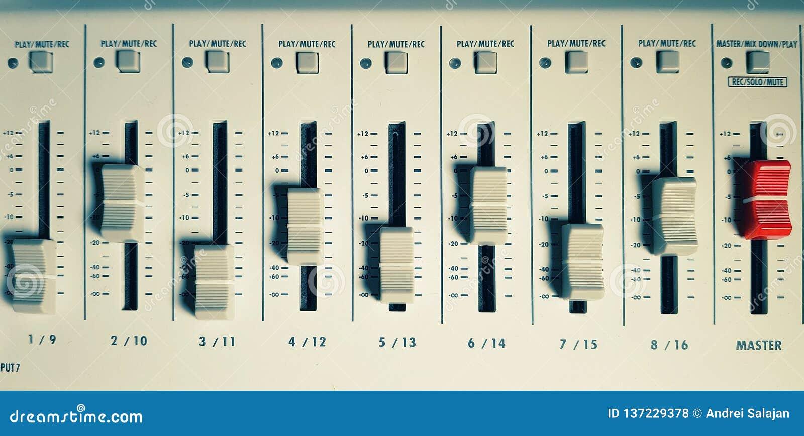 Ljudsignal blandare i studio