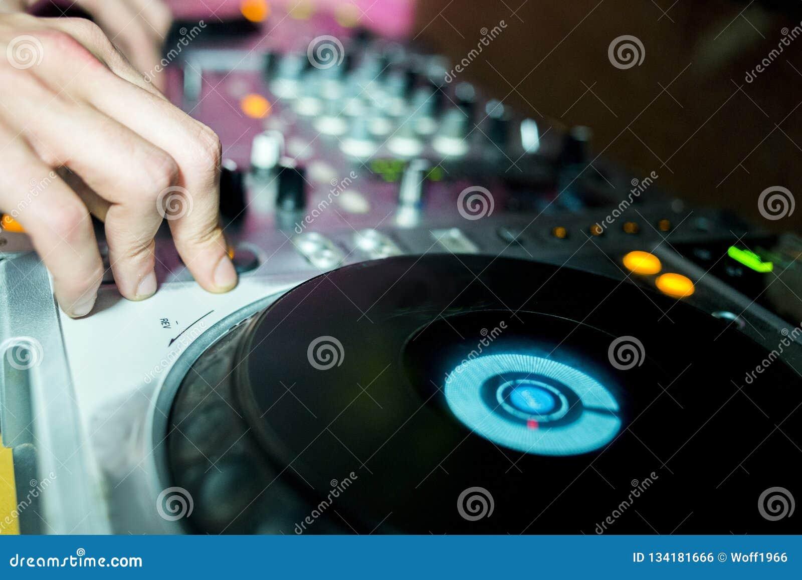 Ljudsignal klubba, konsol, kontroll