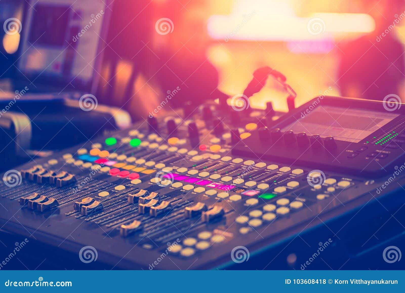 Ljudsignal solid blandare som justerar den yrkesmässiga solida teknikern