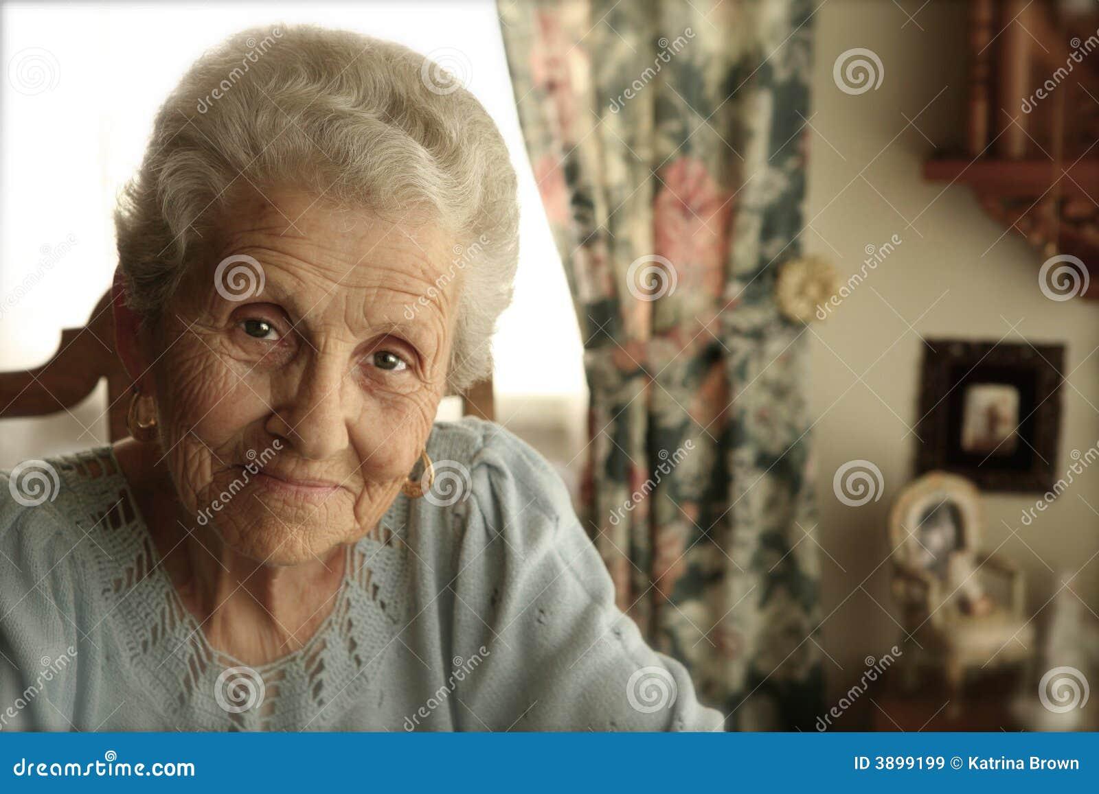 Ljus åldringögonkvinna