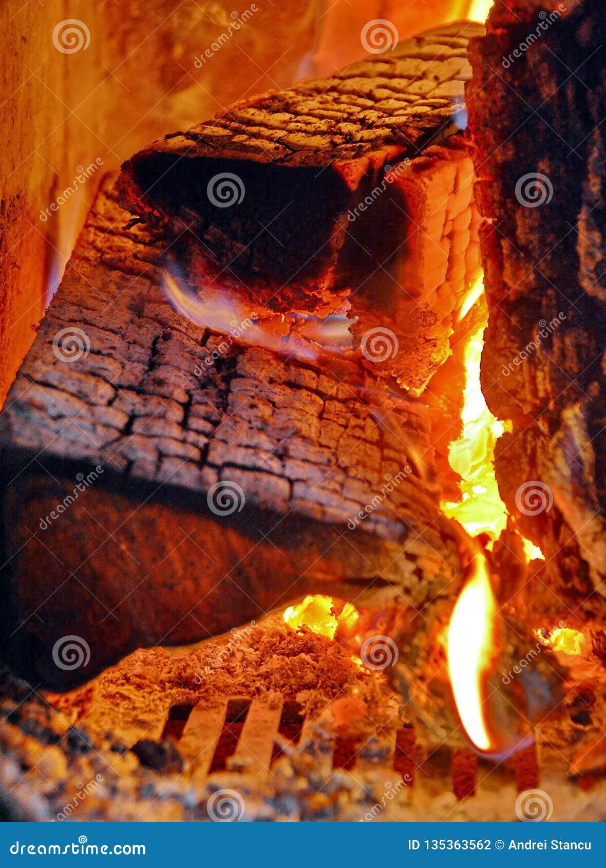 Ljus för träbrand