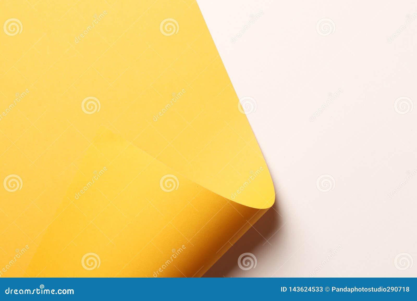 Ljus gul abstrakt pappers- bakgrund