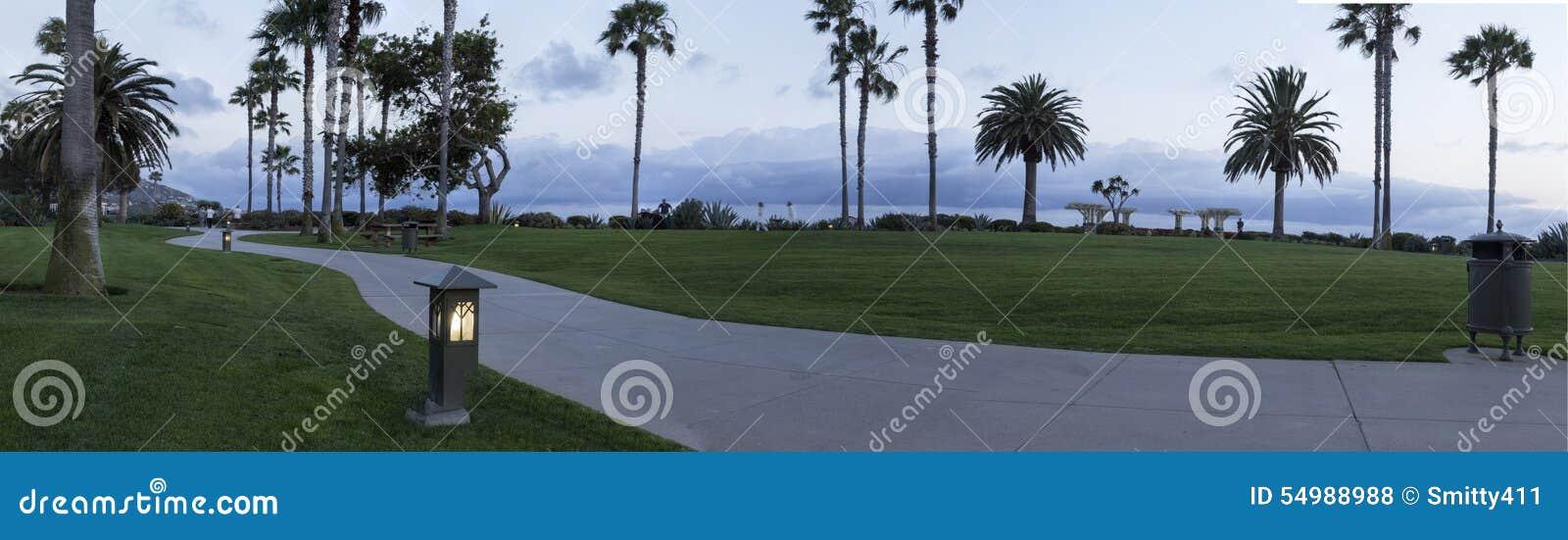 Ljus längs en bana i Laguna Beach, sydliga Kalifornien