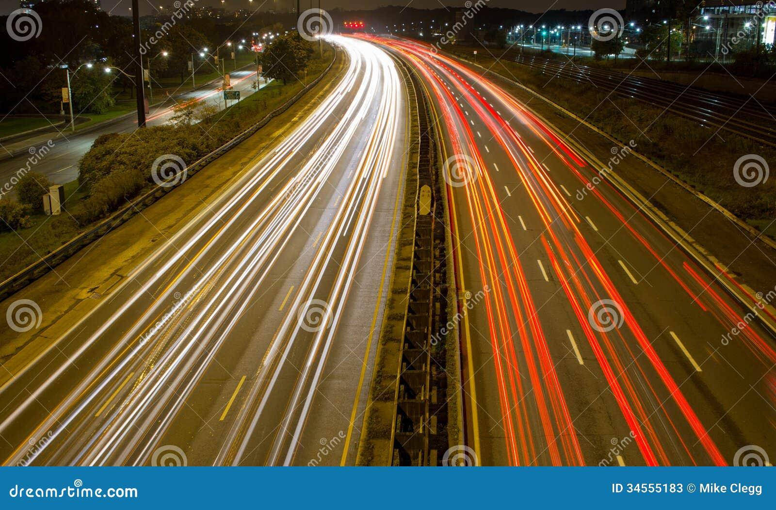 Ljus slinga på en upptagen motorway