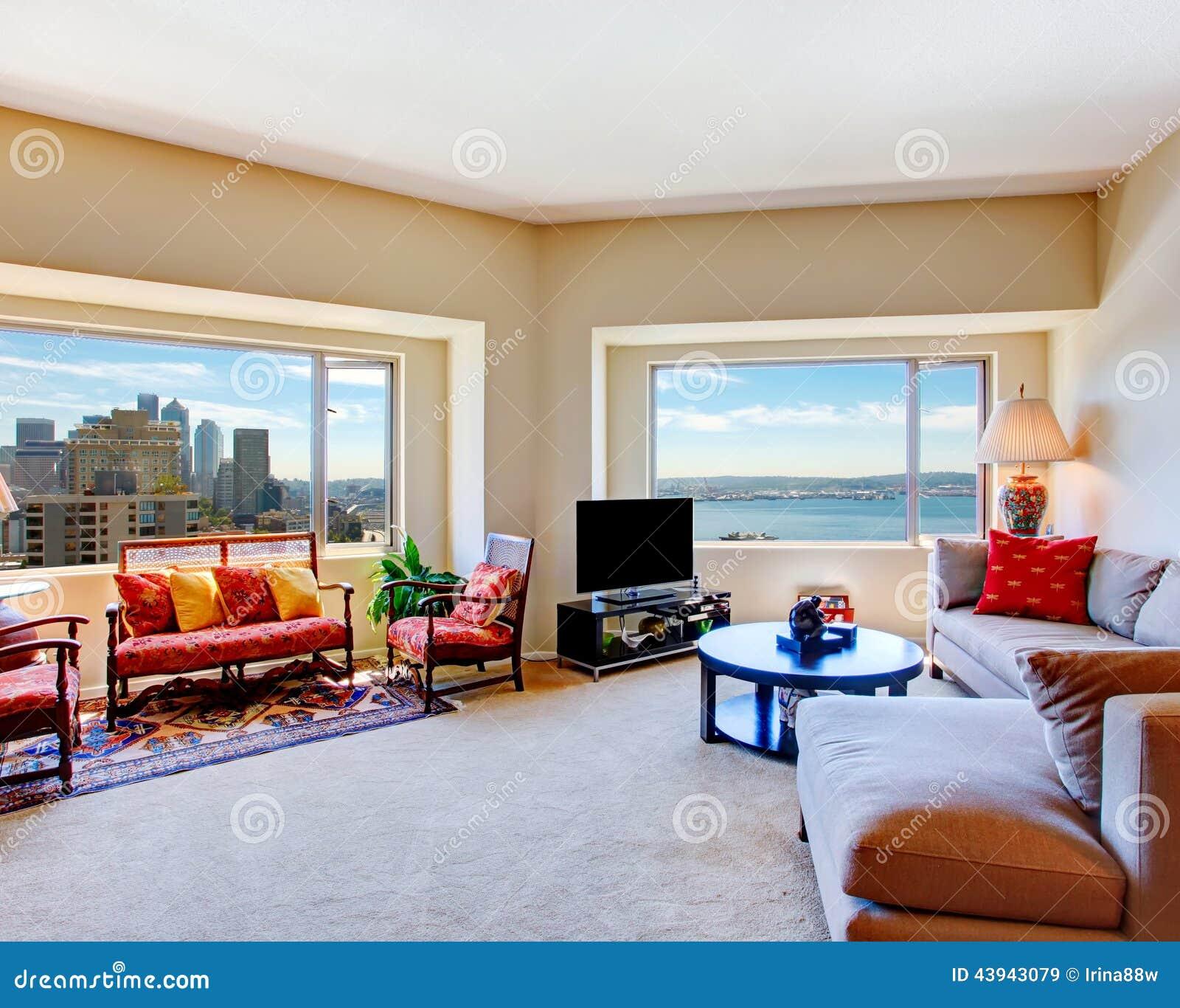 Två-våning Modern Vardagsrum Med Panorama- Fönster Arkivfoto ...