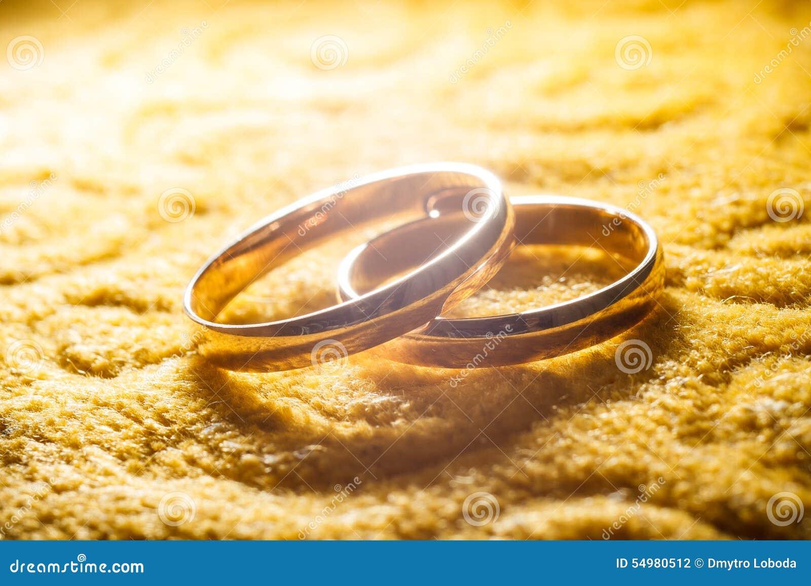 Ljusa cirklar för bakgrund som gifta sig white
