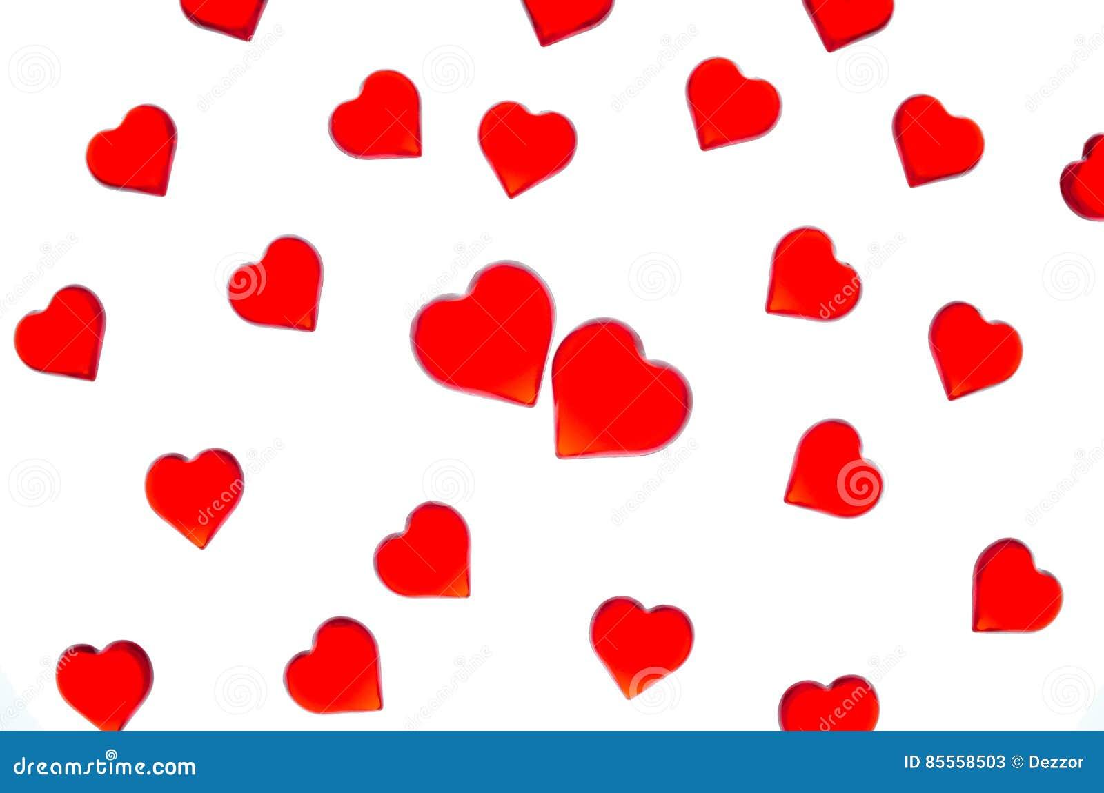 Ljusa röda hjärtor på en randig bakgrund med två röda hjärtor För att att använda dag för valentin` s bröllop, internationell kvi