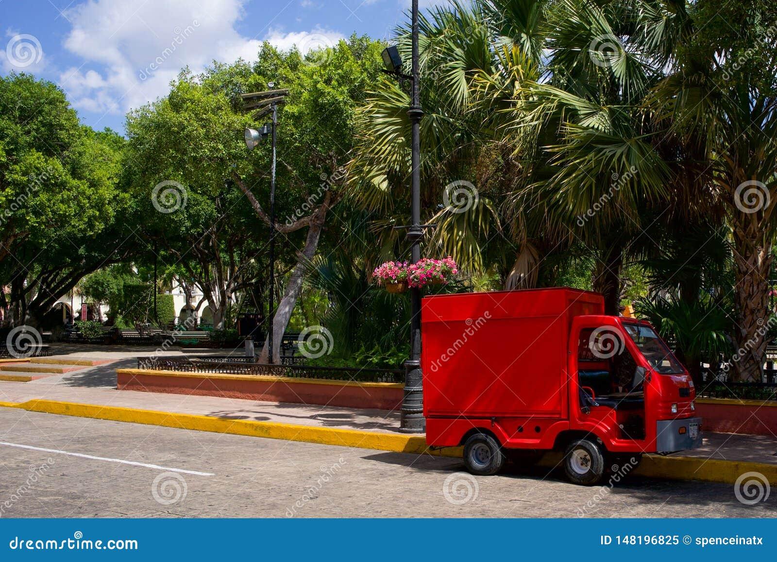 LKW auf Seite der Straße in Mexiko
