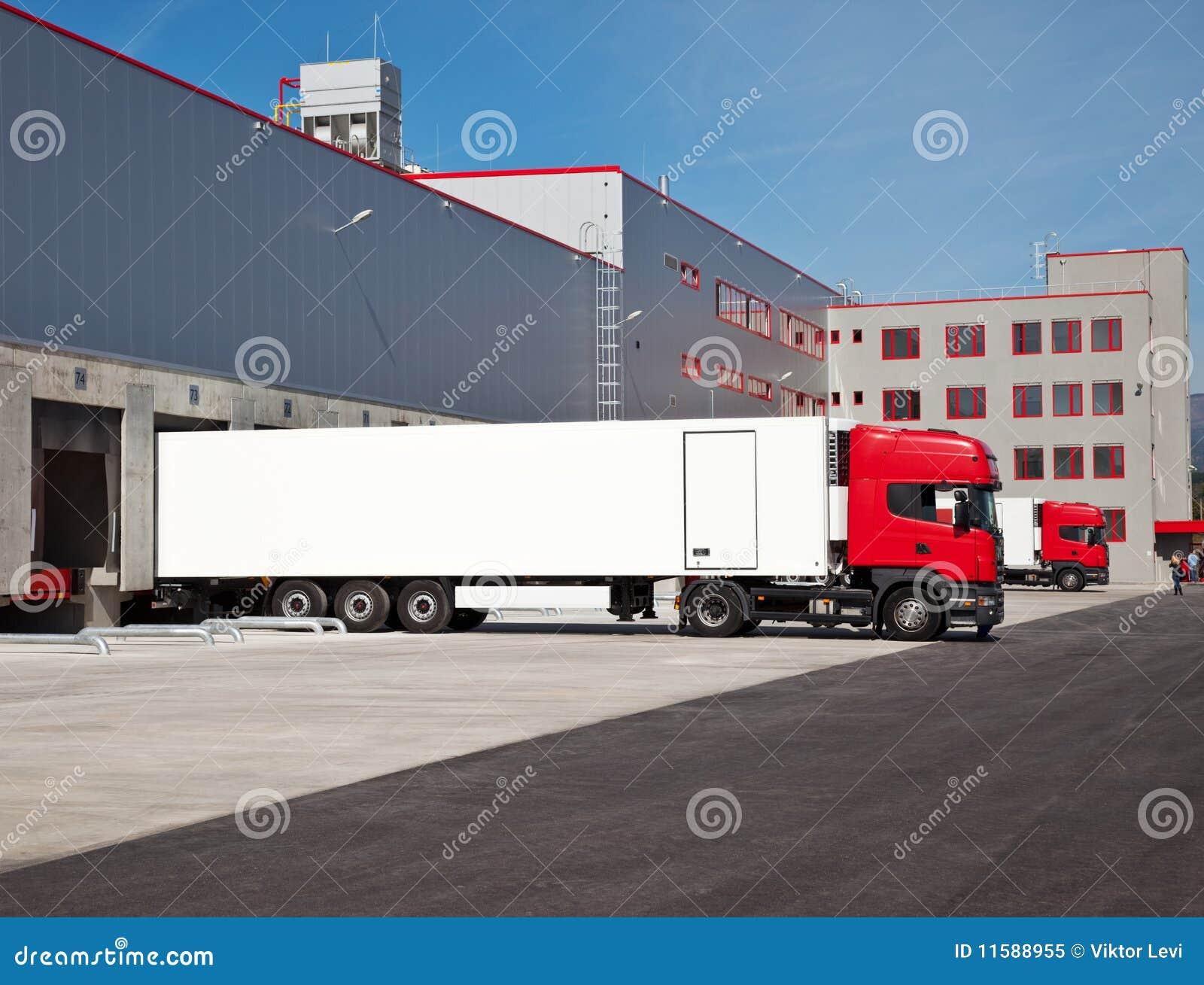 LKW-Lager logistisch