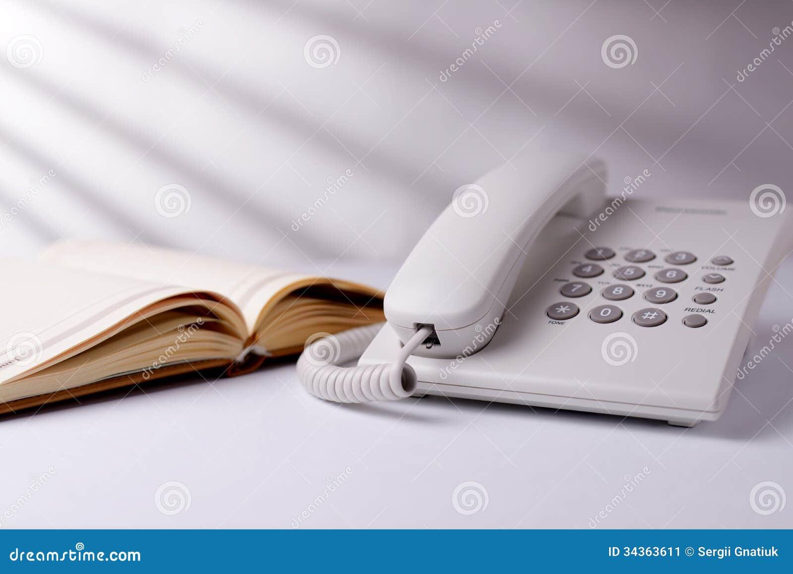 Llame por teléfono y abra al libro