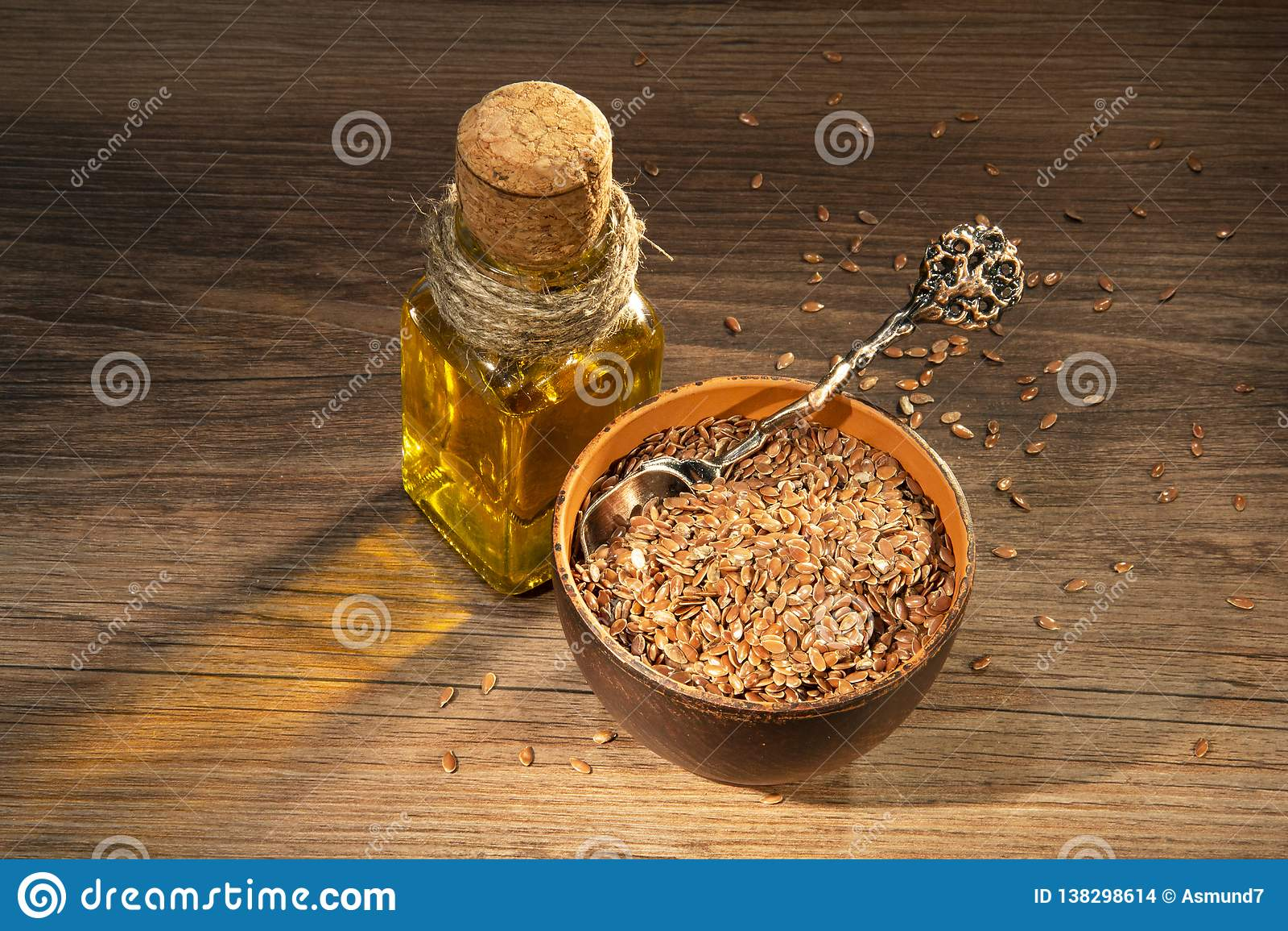 Lna olej na stole i ziarna