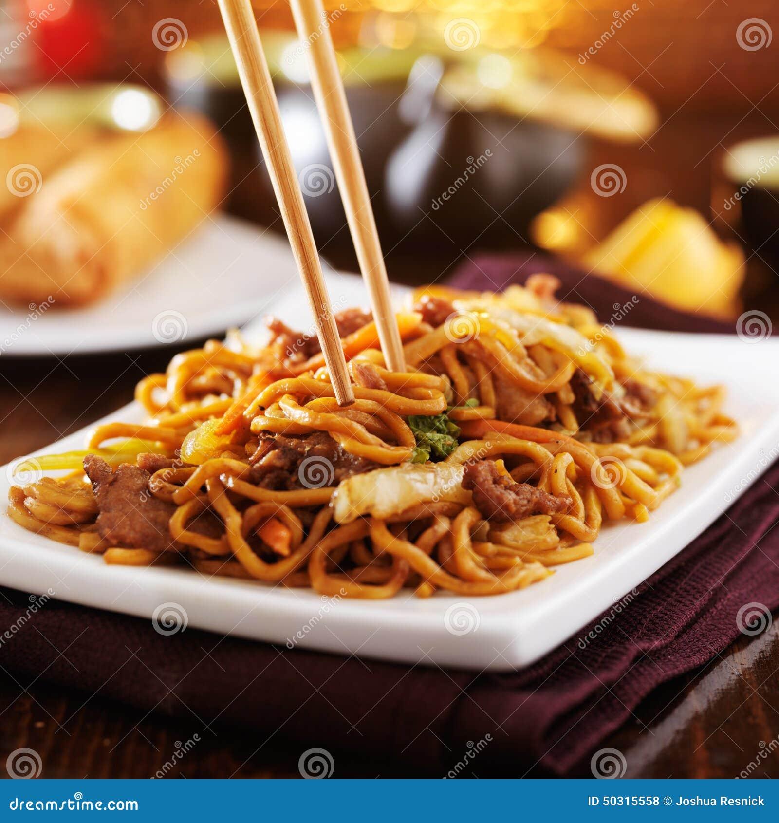 mein1av_牛肉与筷子的lo mein