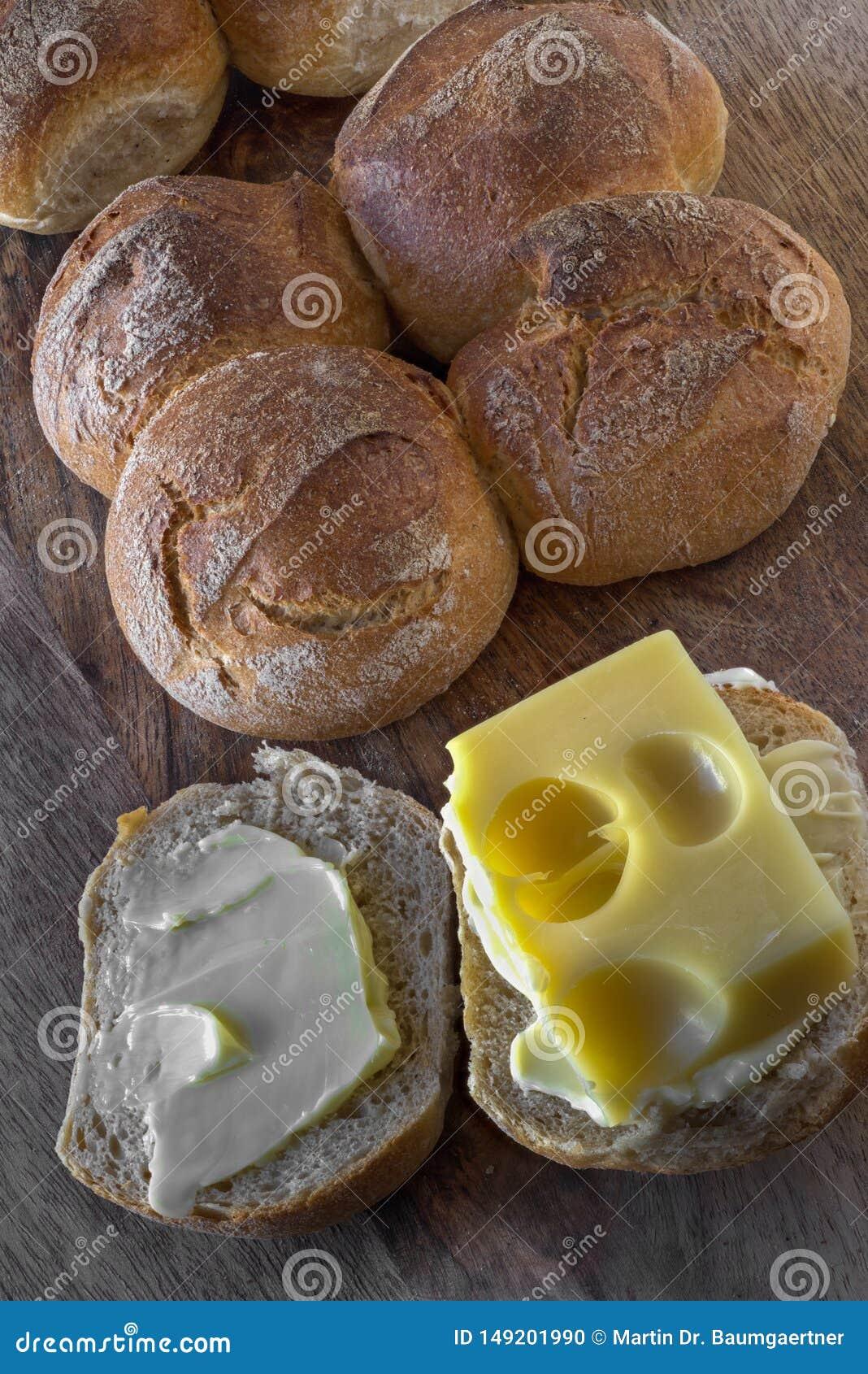 """Lo Schweizer Vierlinge """"e formaggio originale dei panini svizzeri dell emmental"""